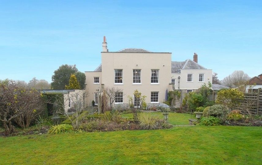 5 bedroom semi-detached house For Sale in Sundridge - Photograph 1