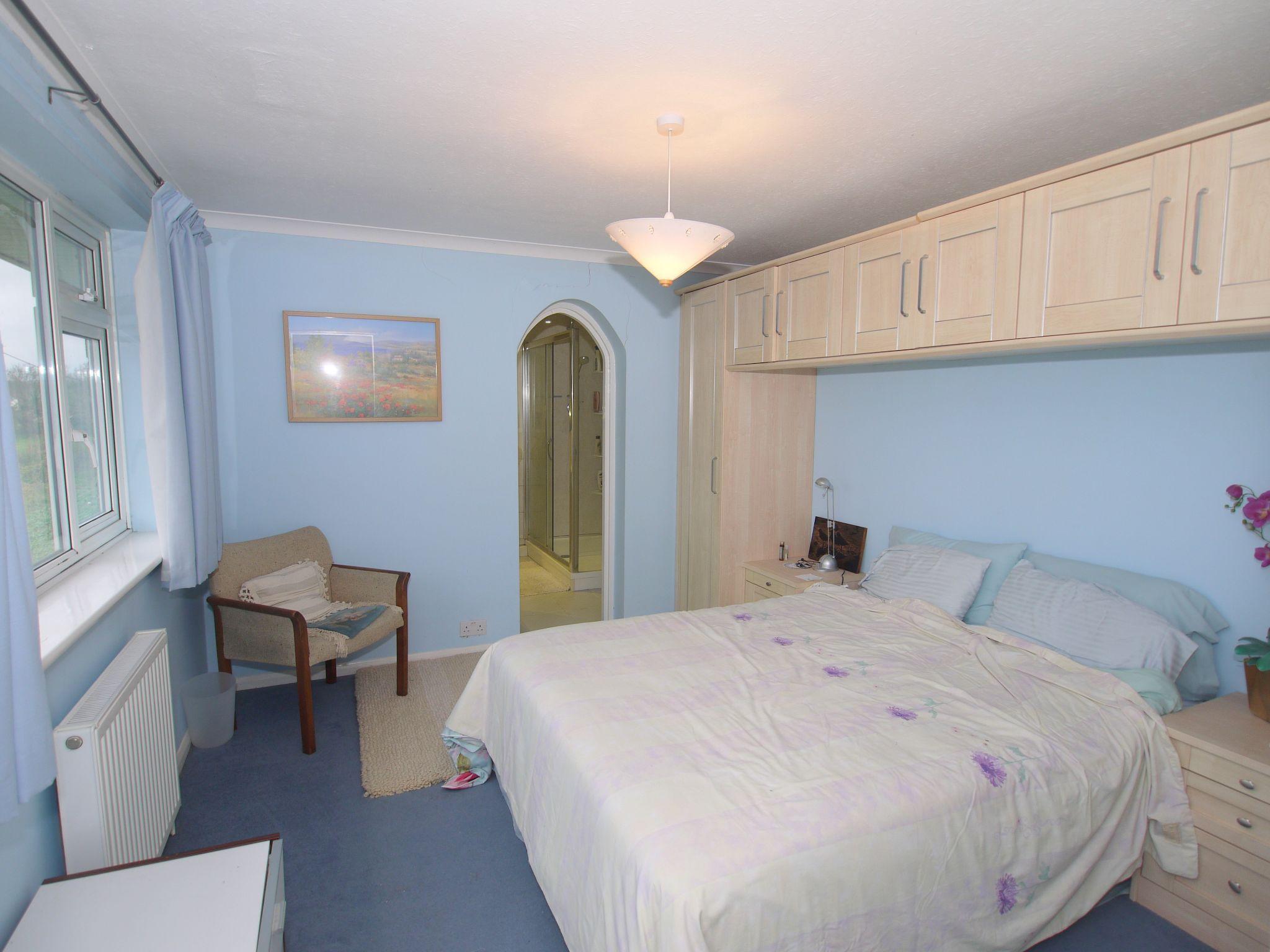 4 bedroom detached house Sold in Sevenoaks - Photograph 6