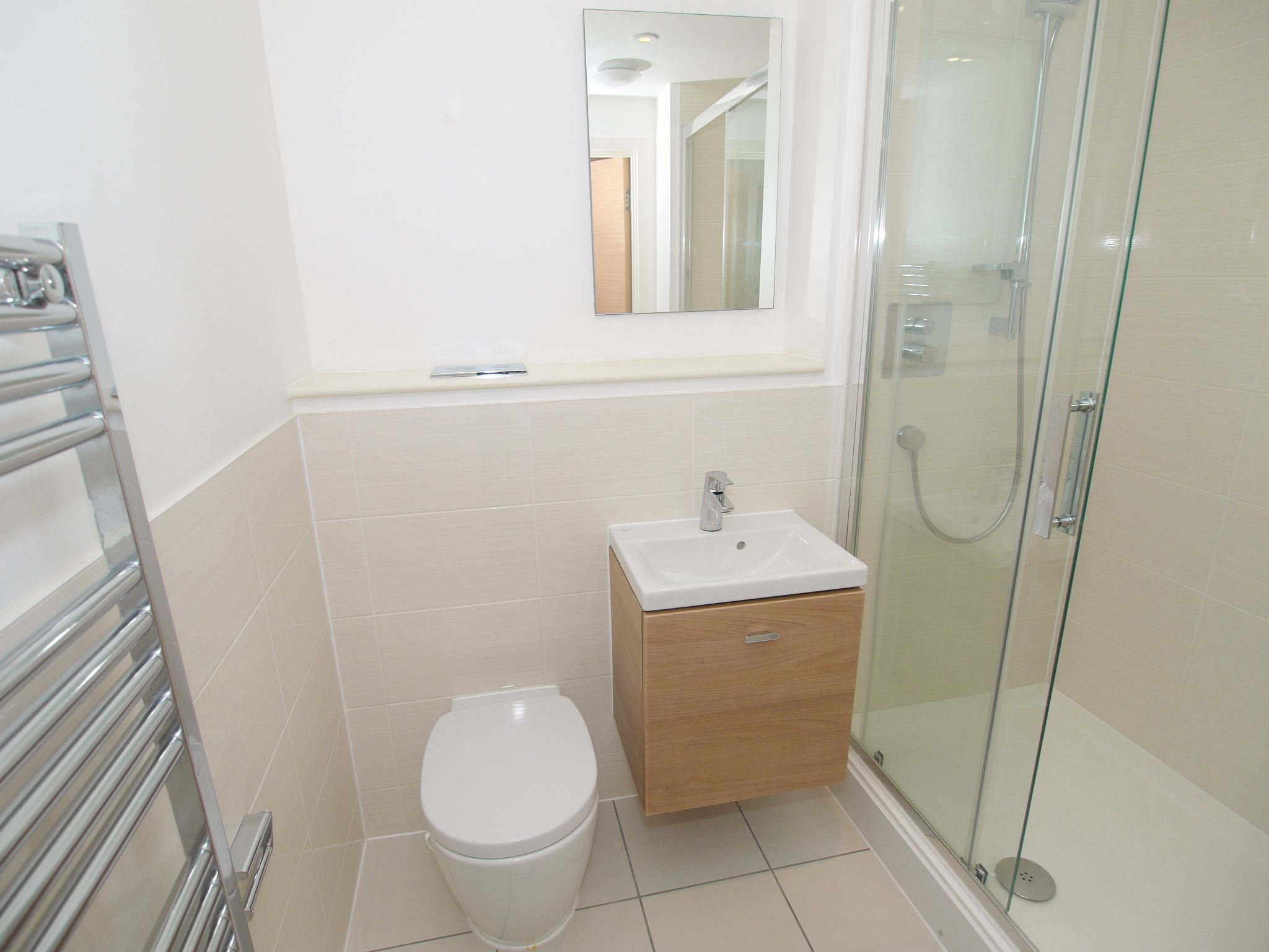 2 bedroom apartment For Sale in Sevenoaks - Photograph 9