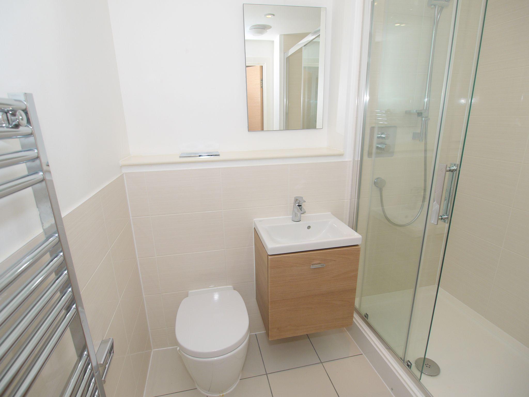 2 bedroom apartment Sale Agreed in Sevenoaks - Photograph 9