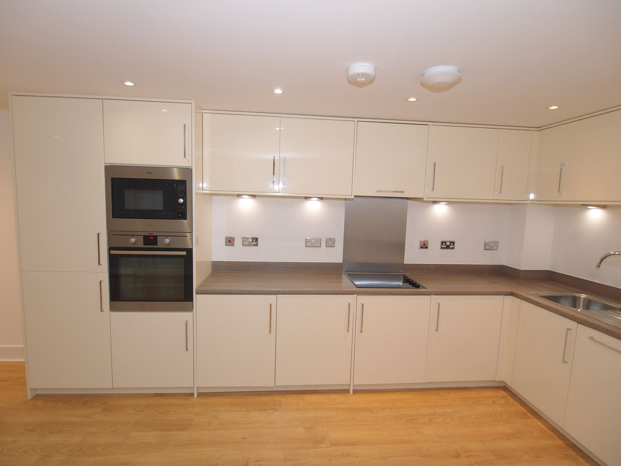 2 bedroom apartment Sale Agreed in Sevenoaks - Photograph 4