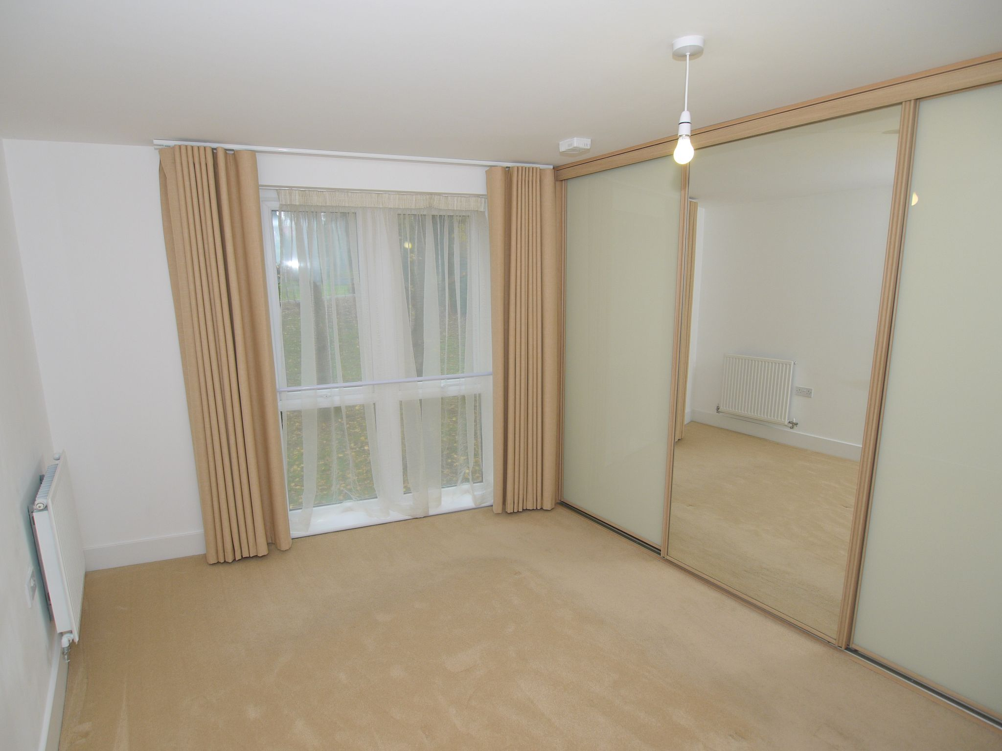 2 bedroom apartment For Sale in Sevenoaks - Photograph 6