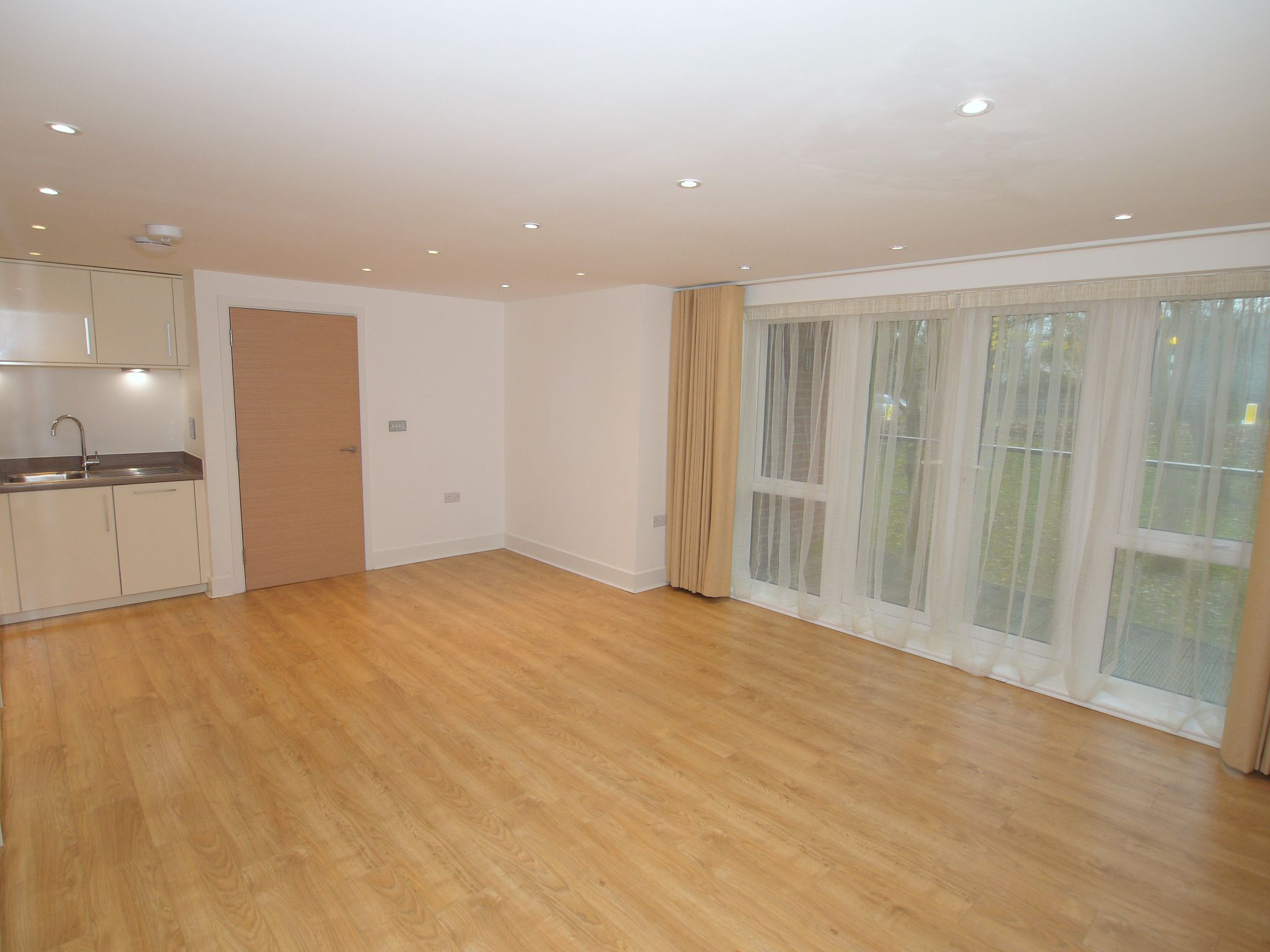 2 bedroom apartment For Sale in Sevenoaks - Photograph 5