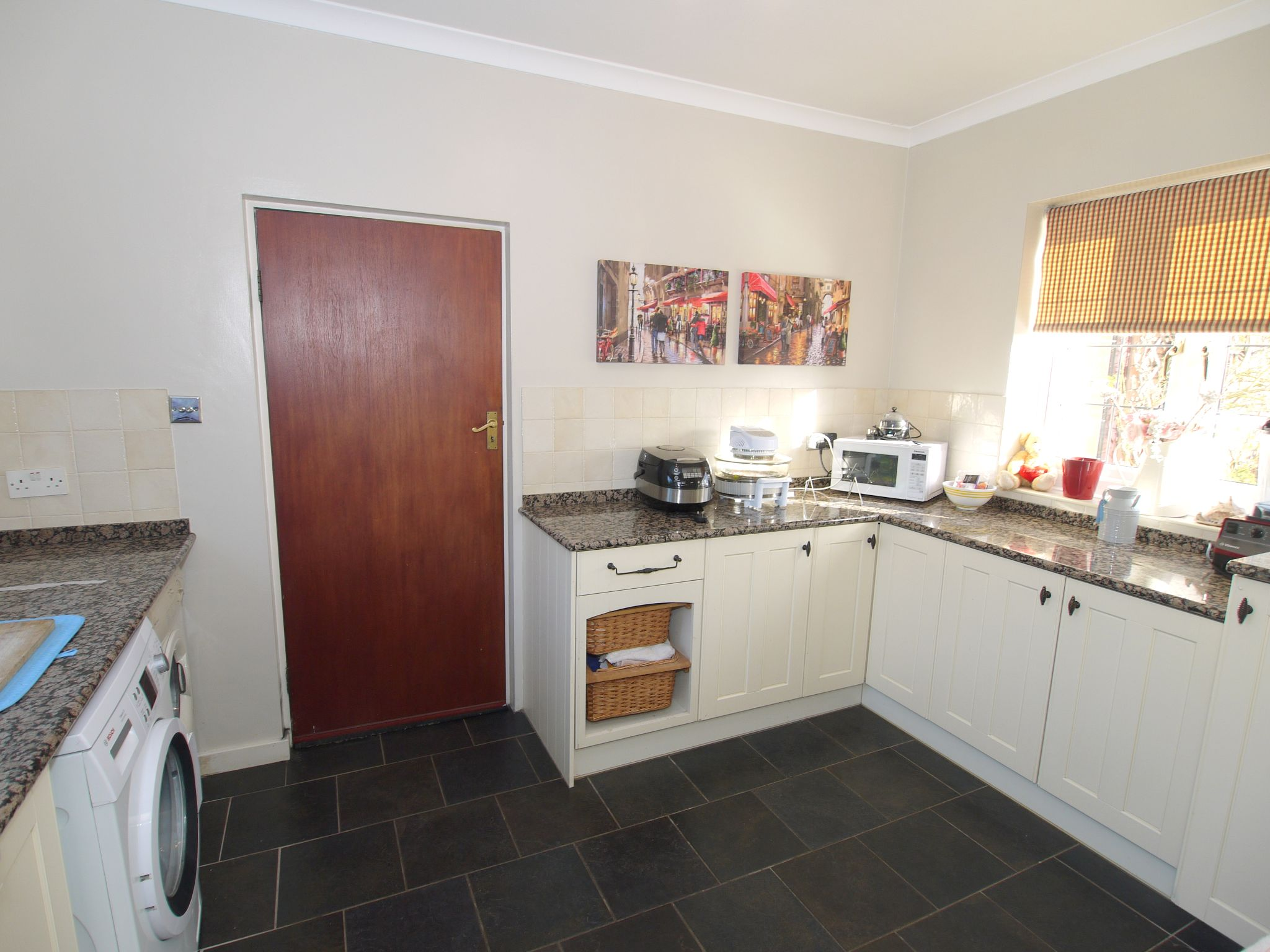 4 bedroom detached house For Sale in Farningham - Photograph 3