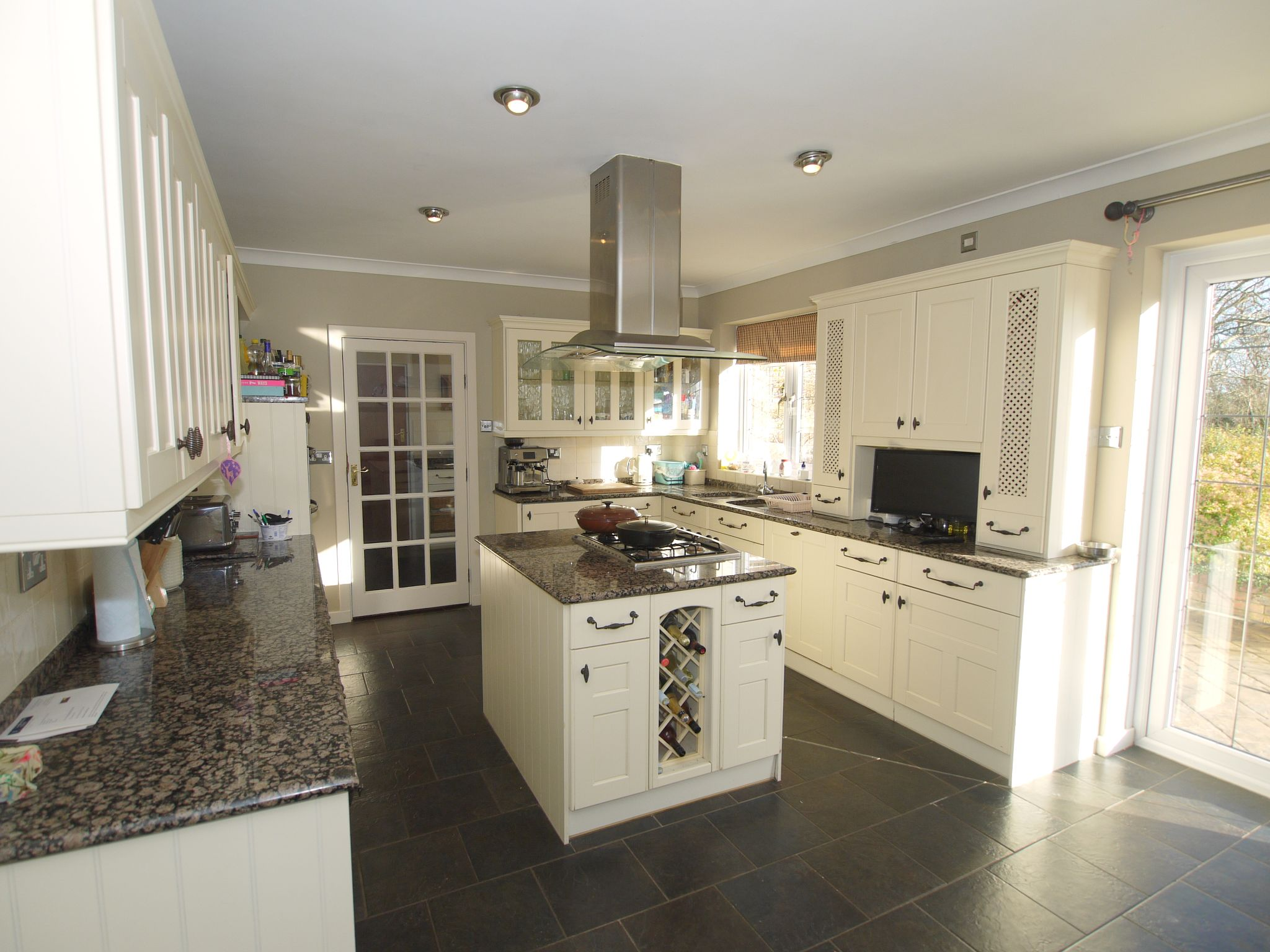 4 bedroom detached house For Sale in Farningham - Photograph 2