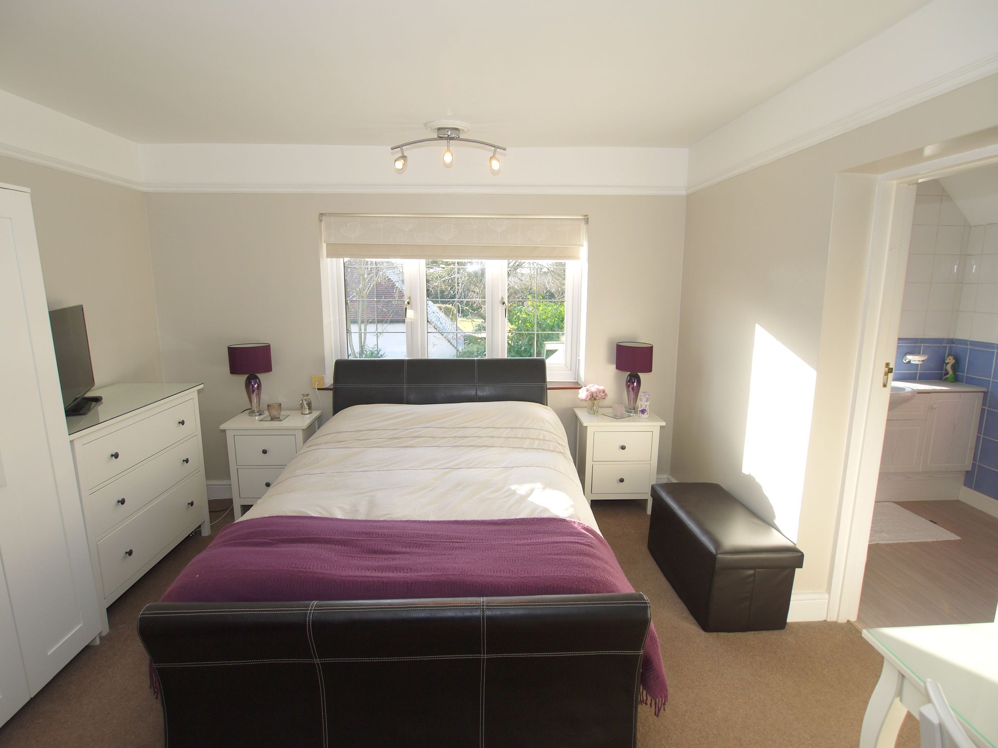4 bedroom detached house For Sale in Farningham - Photograph 11