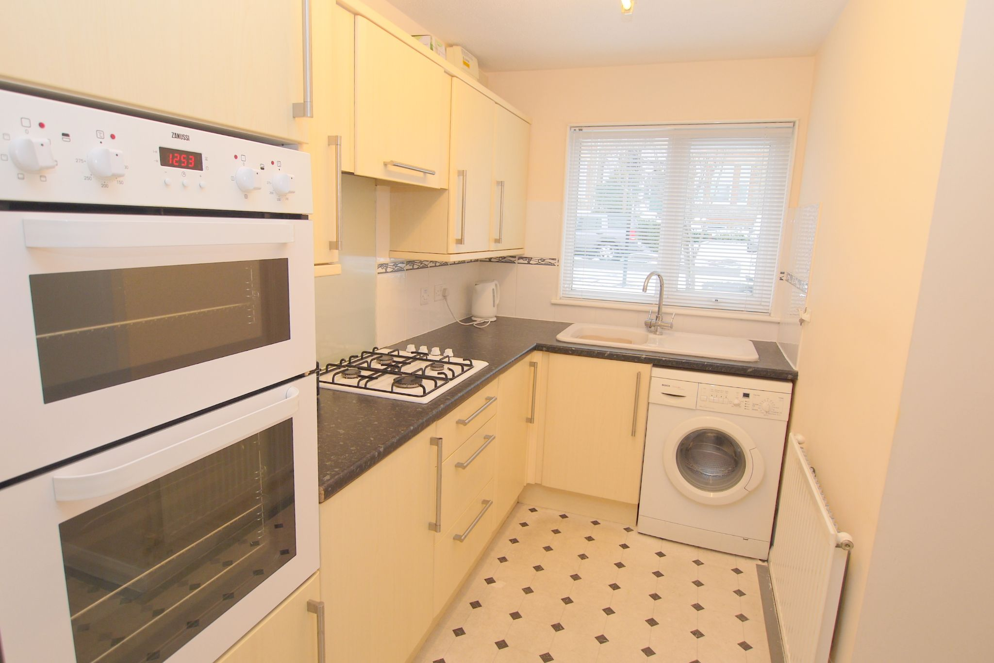 2 bedroom semi-detached house Sold in Sevenoaks - Photograph 3