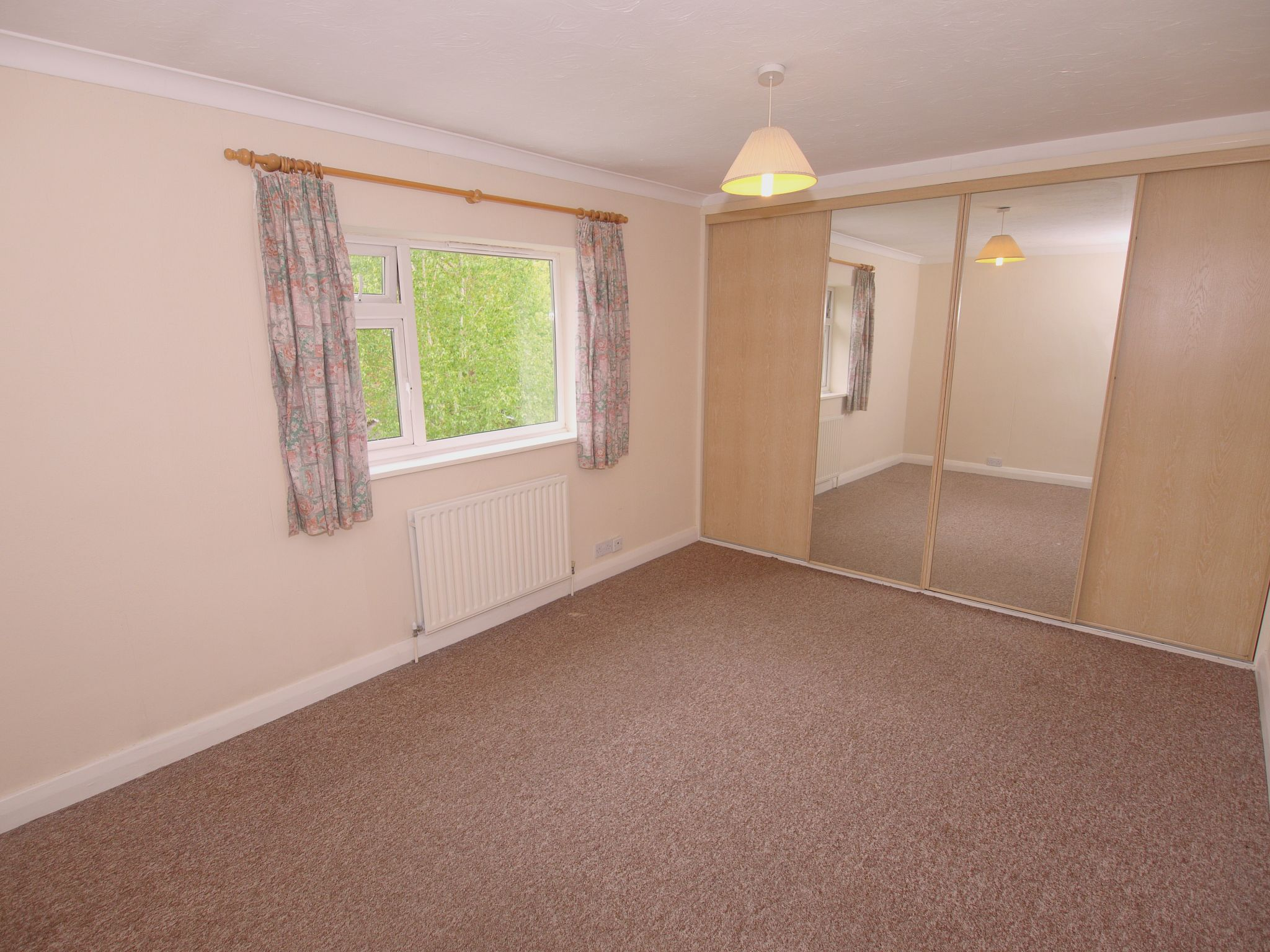 2 bedroom apartment flat/apartment Sale Agreed in Sevenoaks - Photograph 4