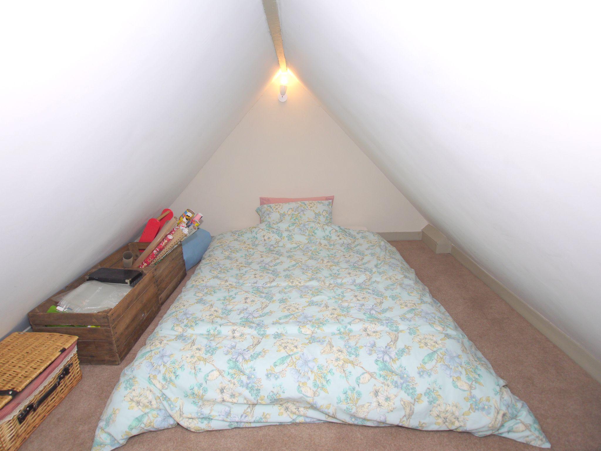 2 bedroom flat Sold in Sevenoaks - Photograph 6
