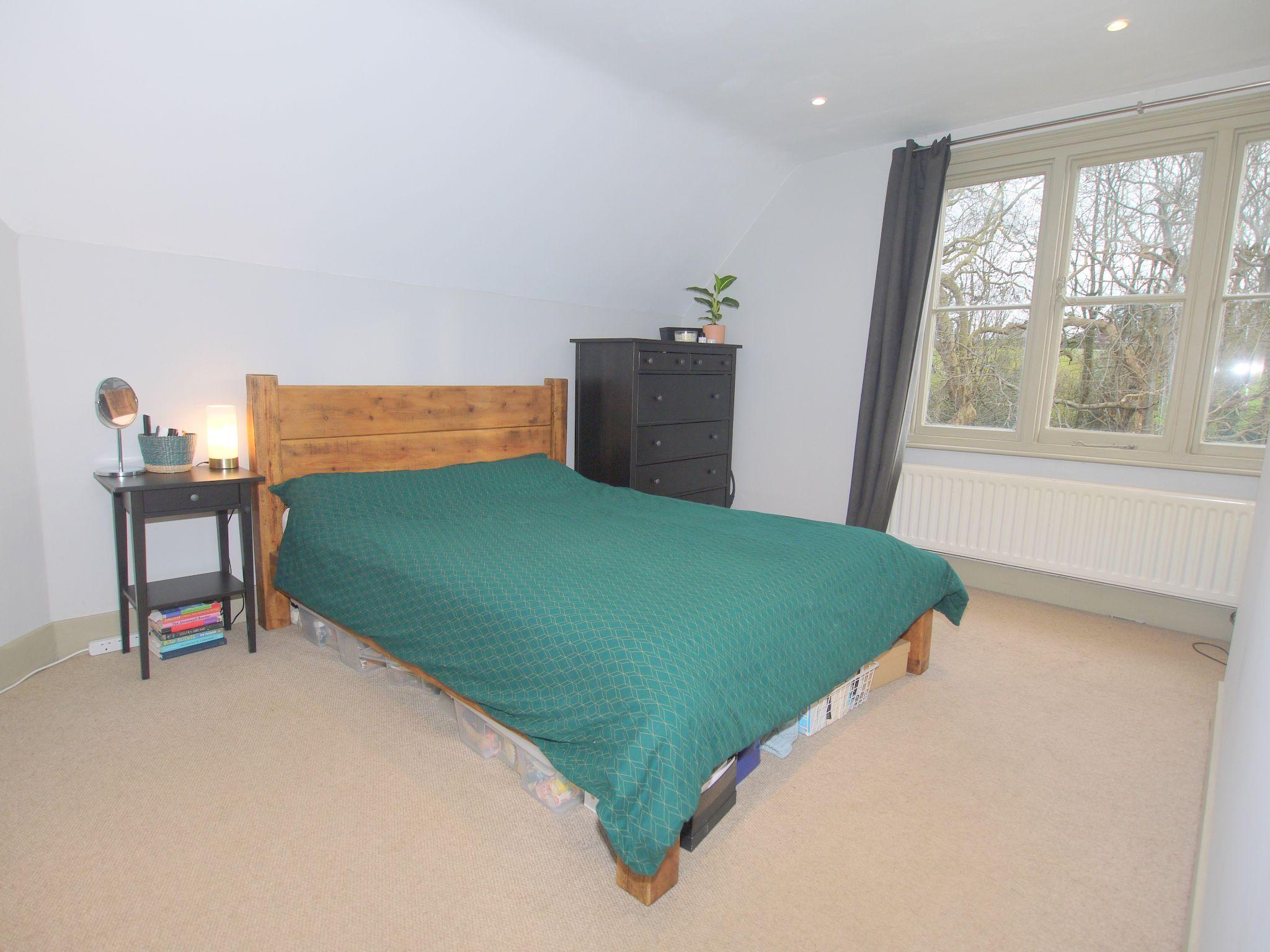 2 bedroom flat Sold in Sevenoaks - Photograph 5