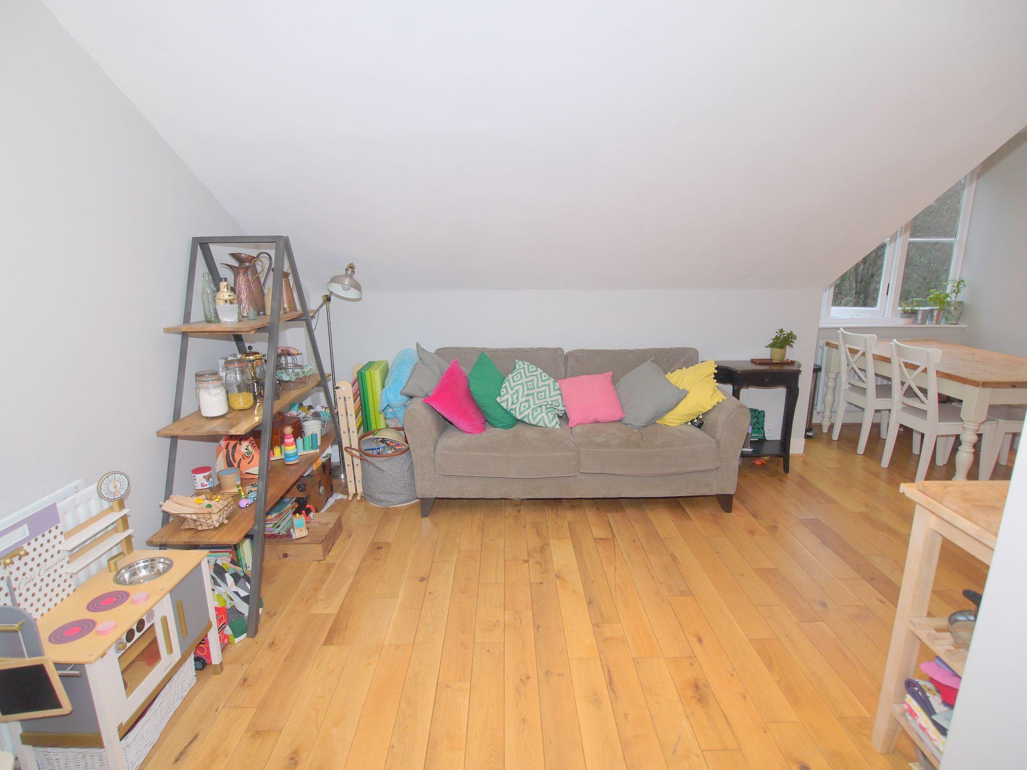 2 bedroom flat Sold in Sevenoaks - Photograph 4