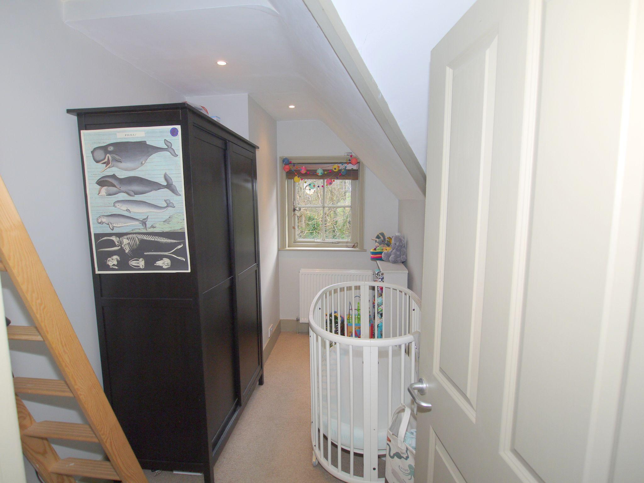 2 bedroom flat Sold in Sevenoaks - Photograph 7