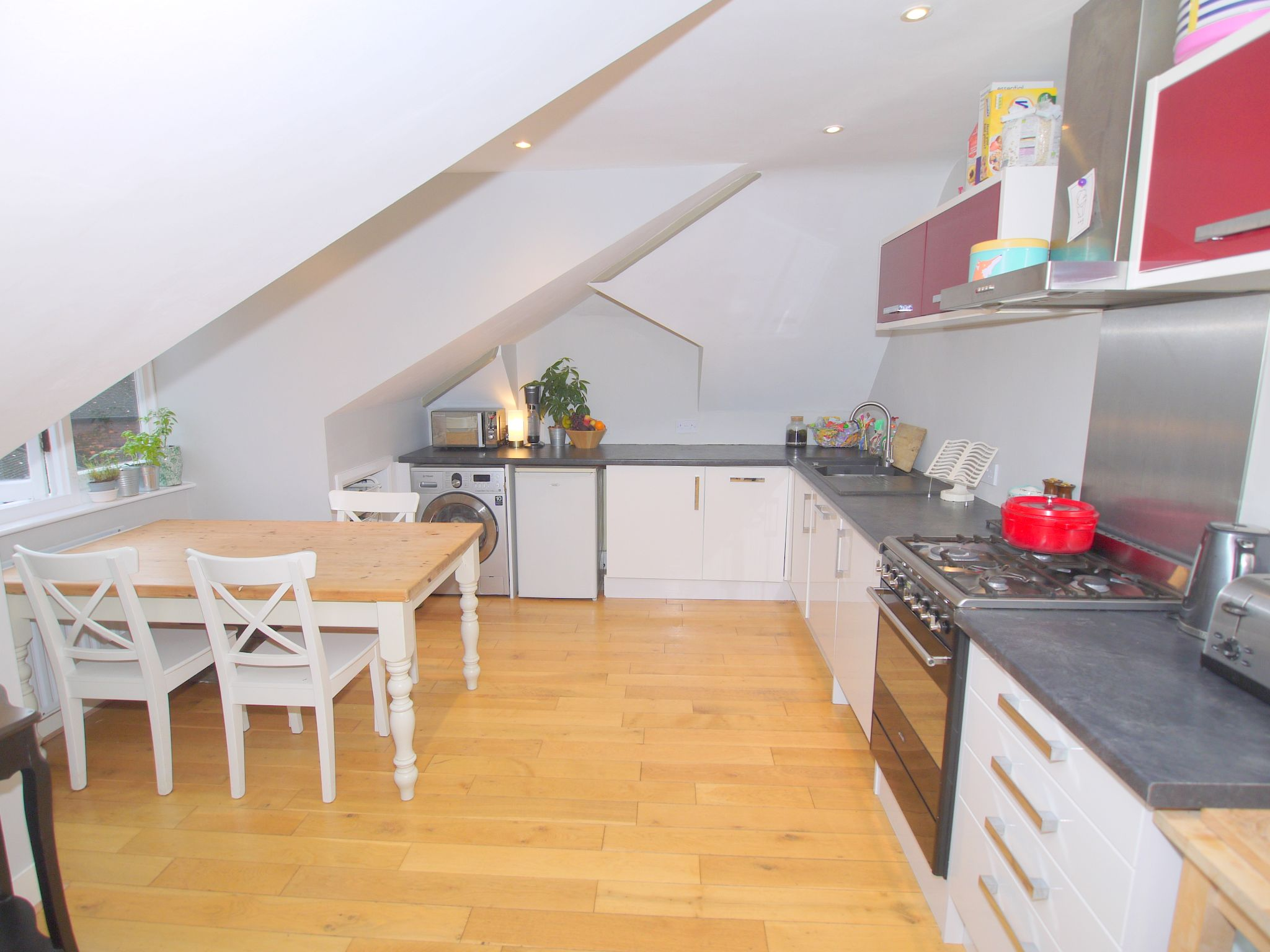 2 bedroom flat Sold in Sevenoaks - Photograph 2