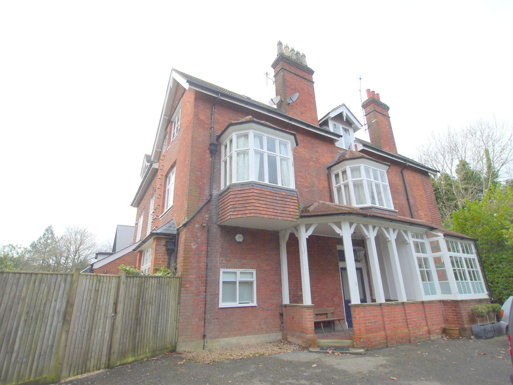 2 bedroom flat Sold in Sevenoaks - Photograph 1