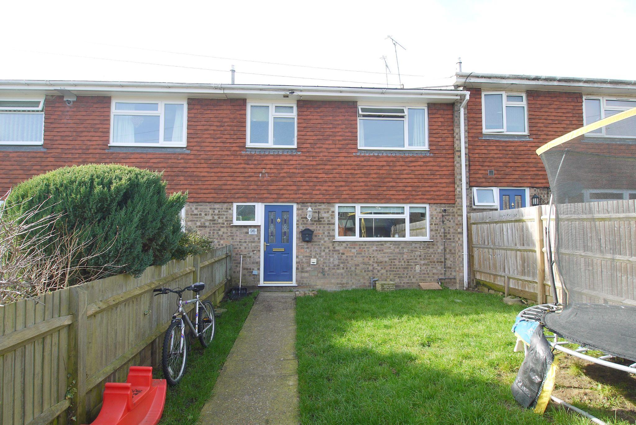 3 bedroom mid terraced house Sold in Sevenoaks - Photograph 1