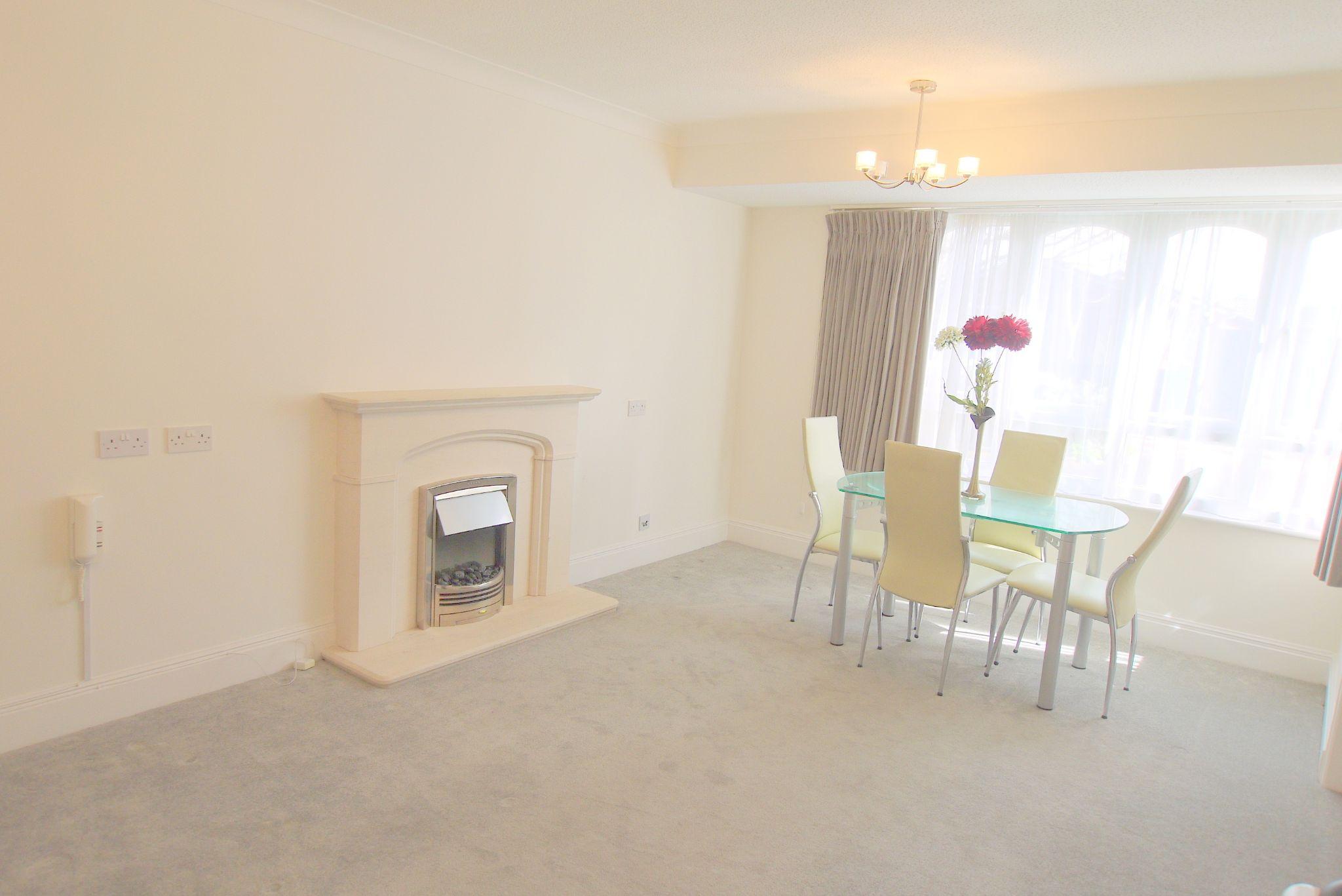 1 bedroom apartment For Sale in Sevenoaks - Photograph 2