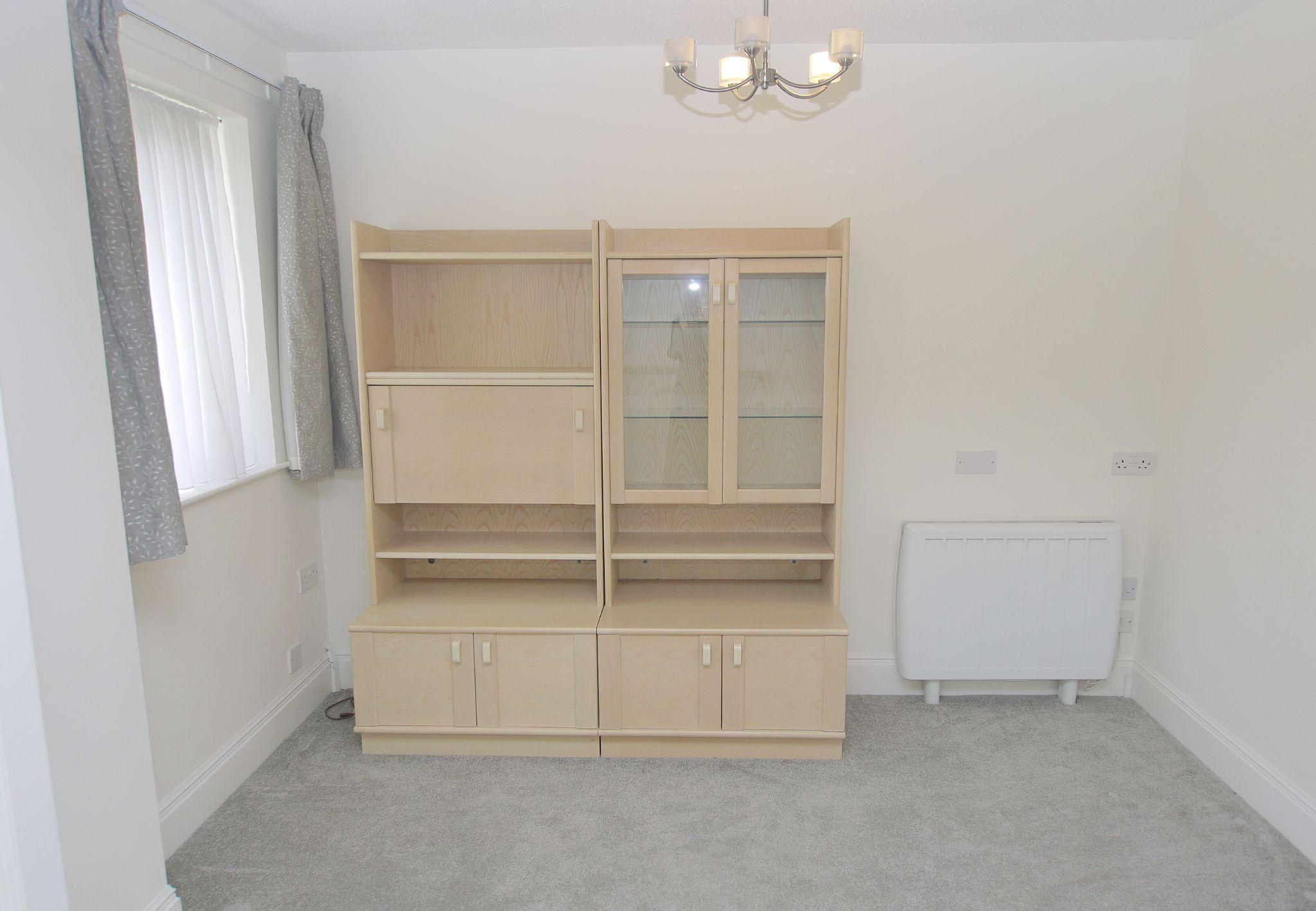 1 bedroom apartment For Sale in Sevenoaks - Photograph 6