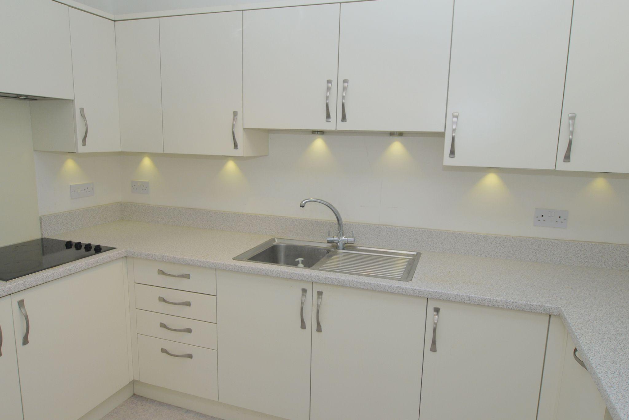 1 bedroom apartment For Sale in Sevenoaks - Photograph 3