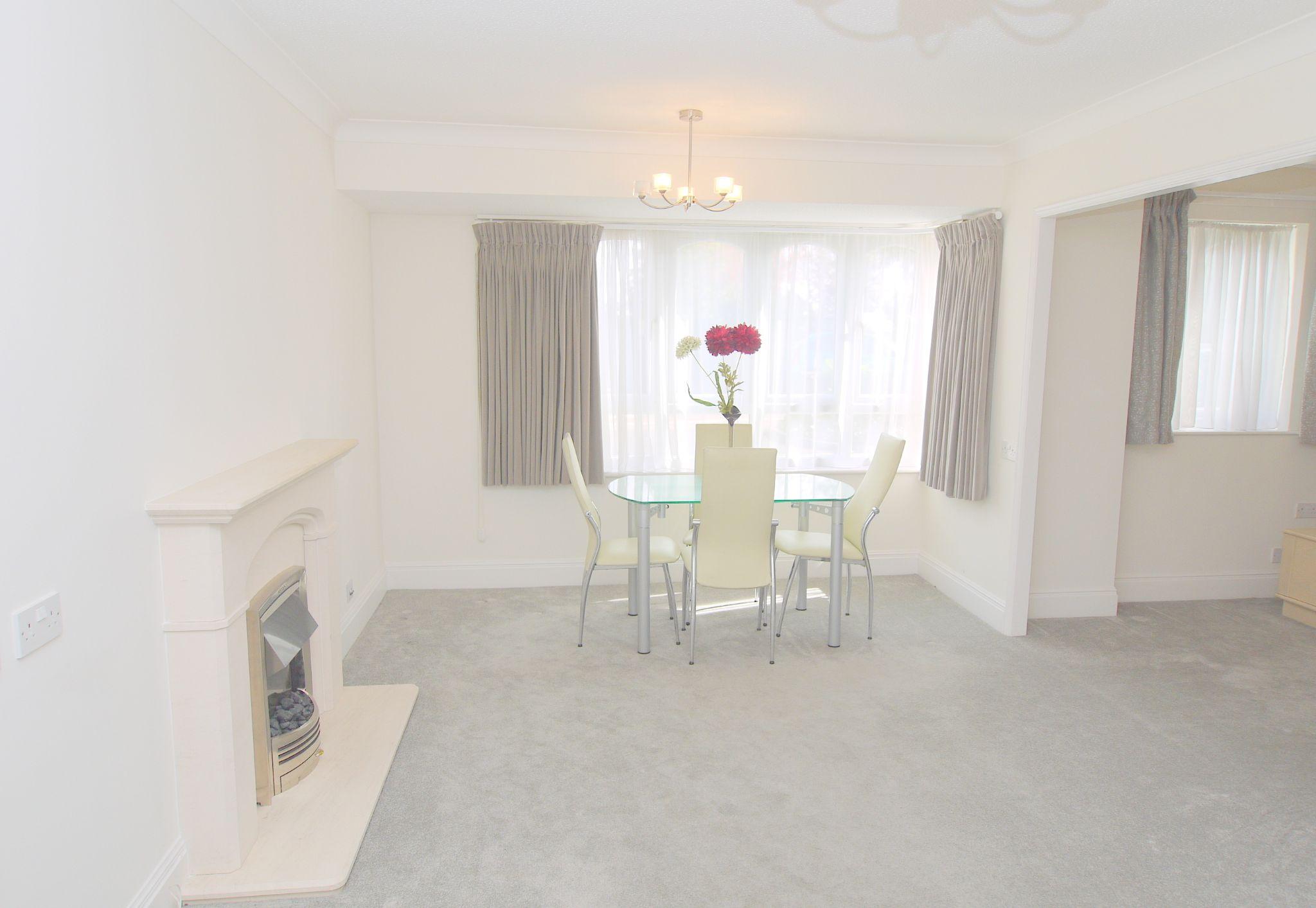 1 bedroom apartment For Sale in Sevenoaks - Photograph 4