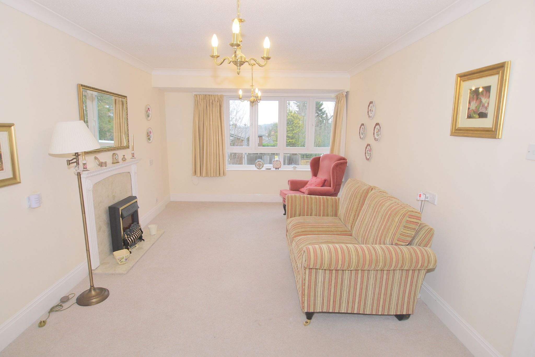 2 bedroom apartment For Sale in Sevenoaks - Photograph 3