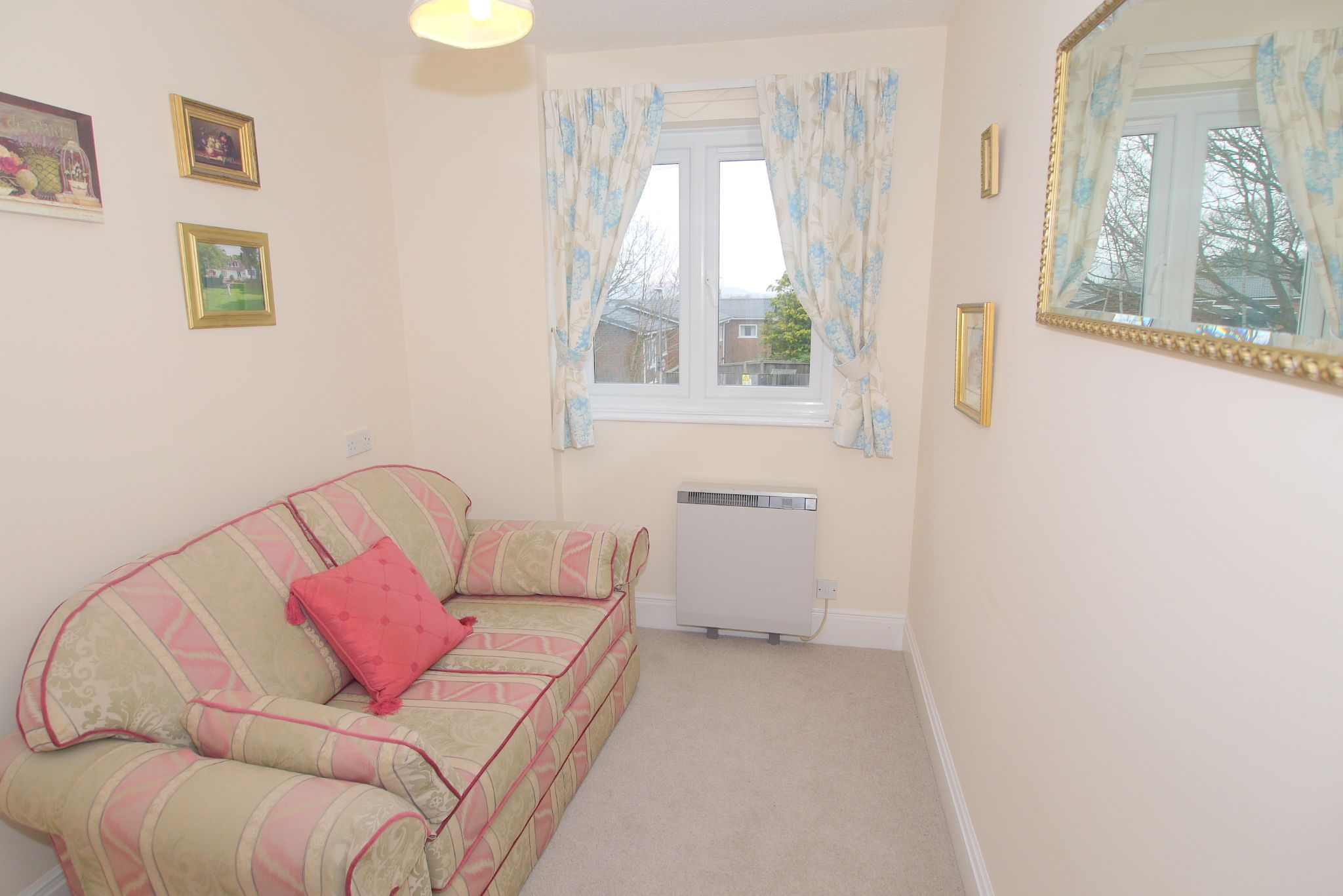 2 bedroom apartment For Sale in Sevenoaks - Photograph 4