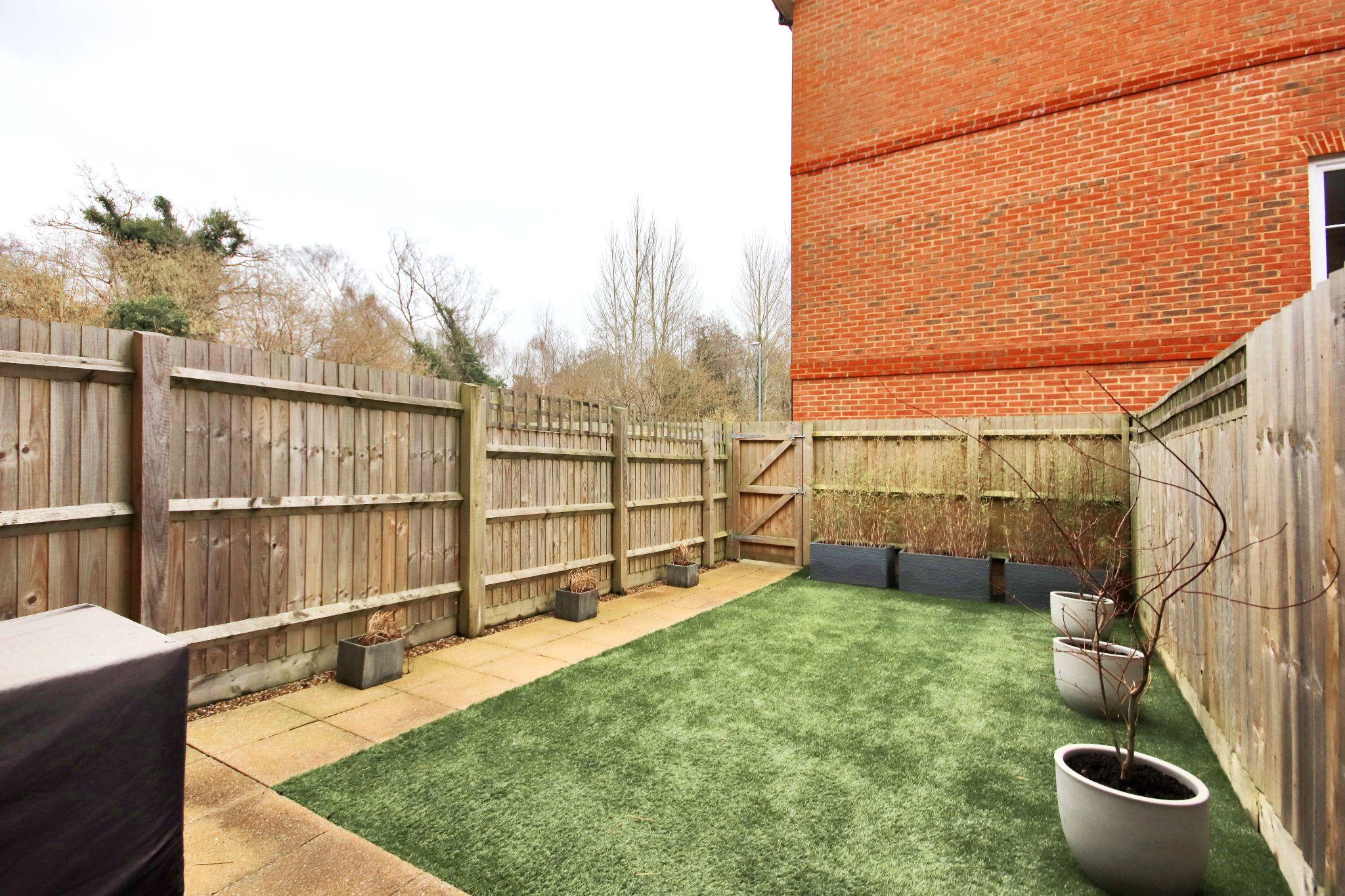 3 bedroom mid terraced house Sold in Sevenoaks - Photograph 13