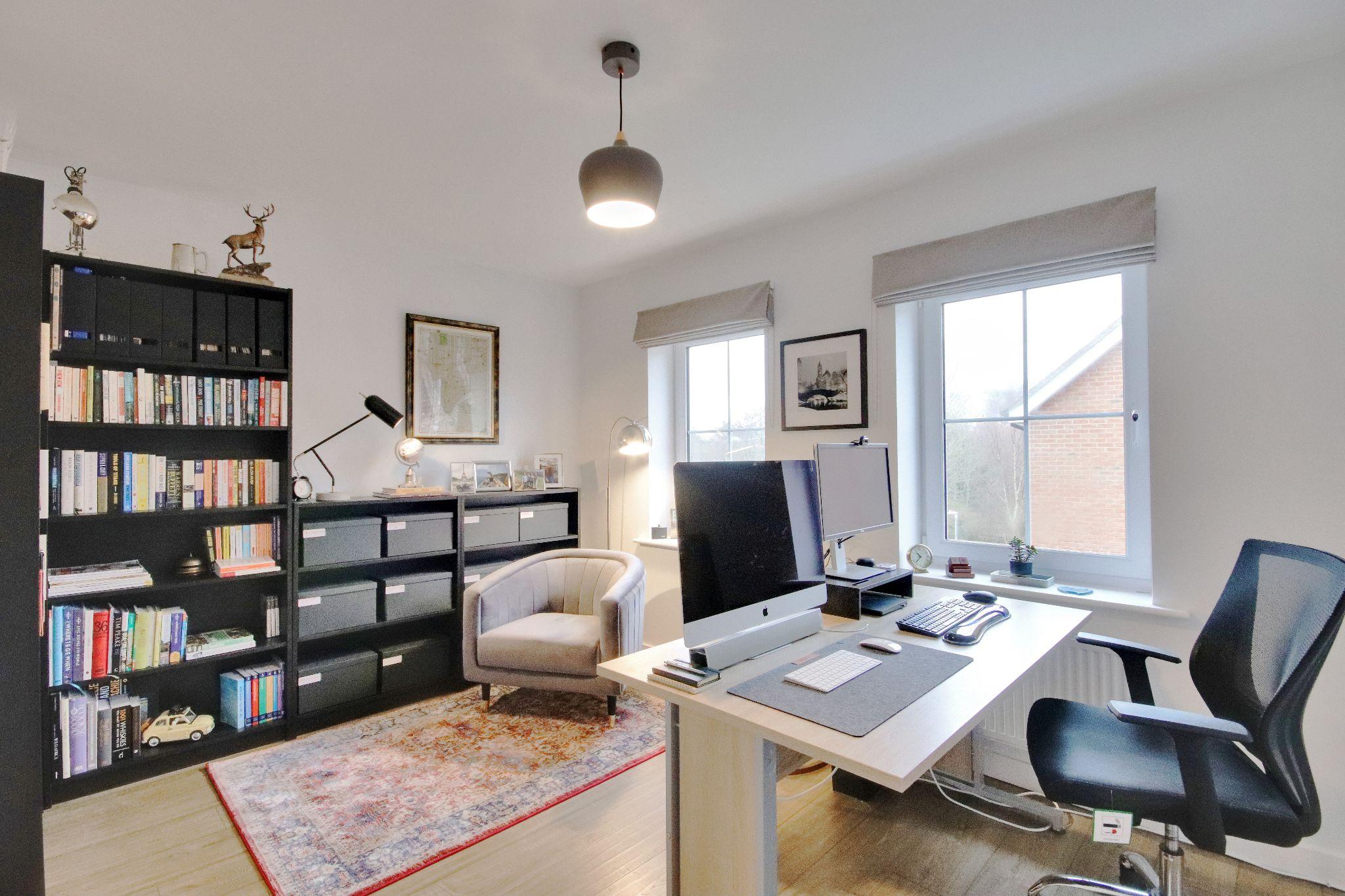 3 bedroom mid terraced house Sold in Sevenoaks - Photograph 9