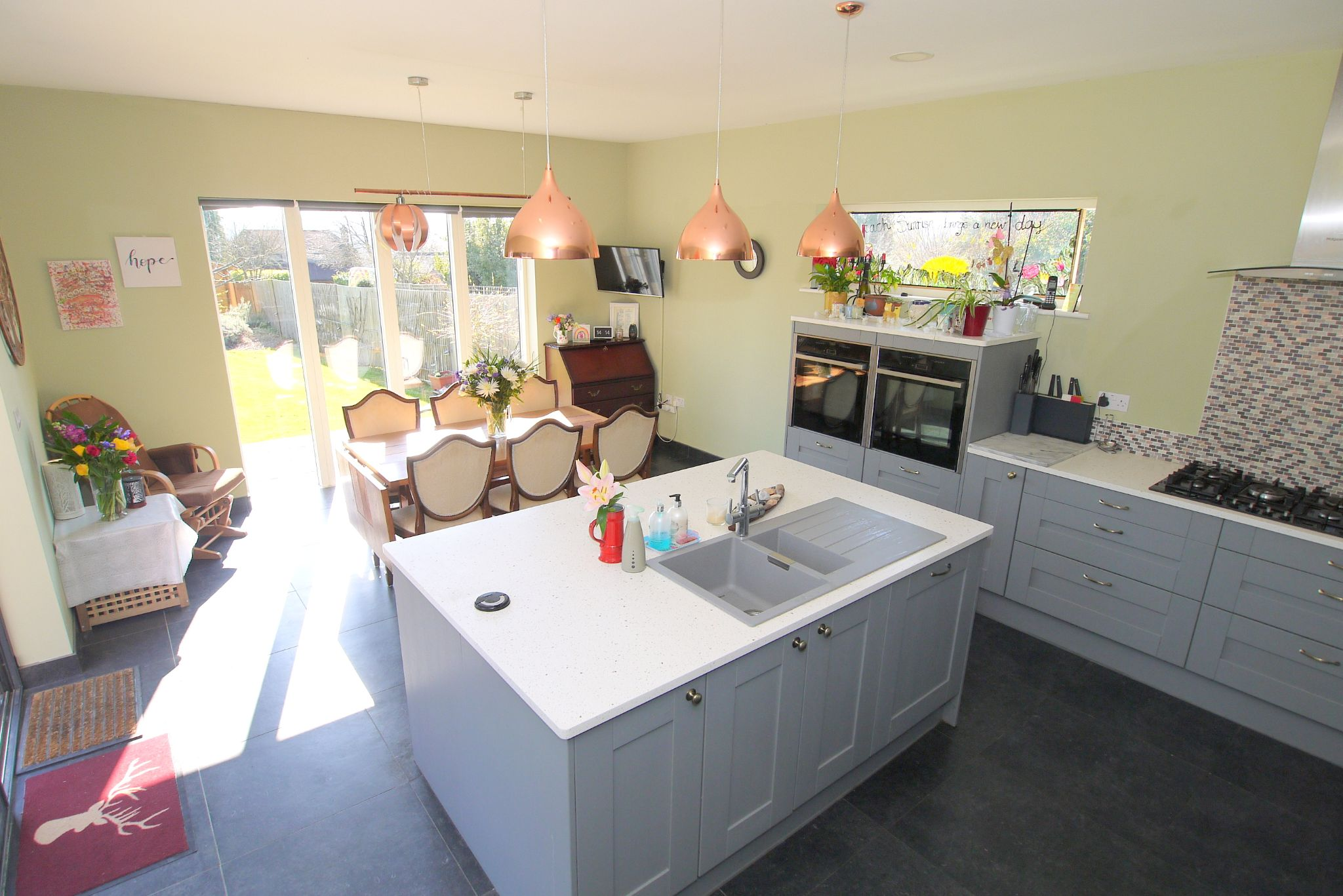 4 bedroom detached bungalow Sale Agreed in Sevenoaks - Photograph 2