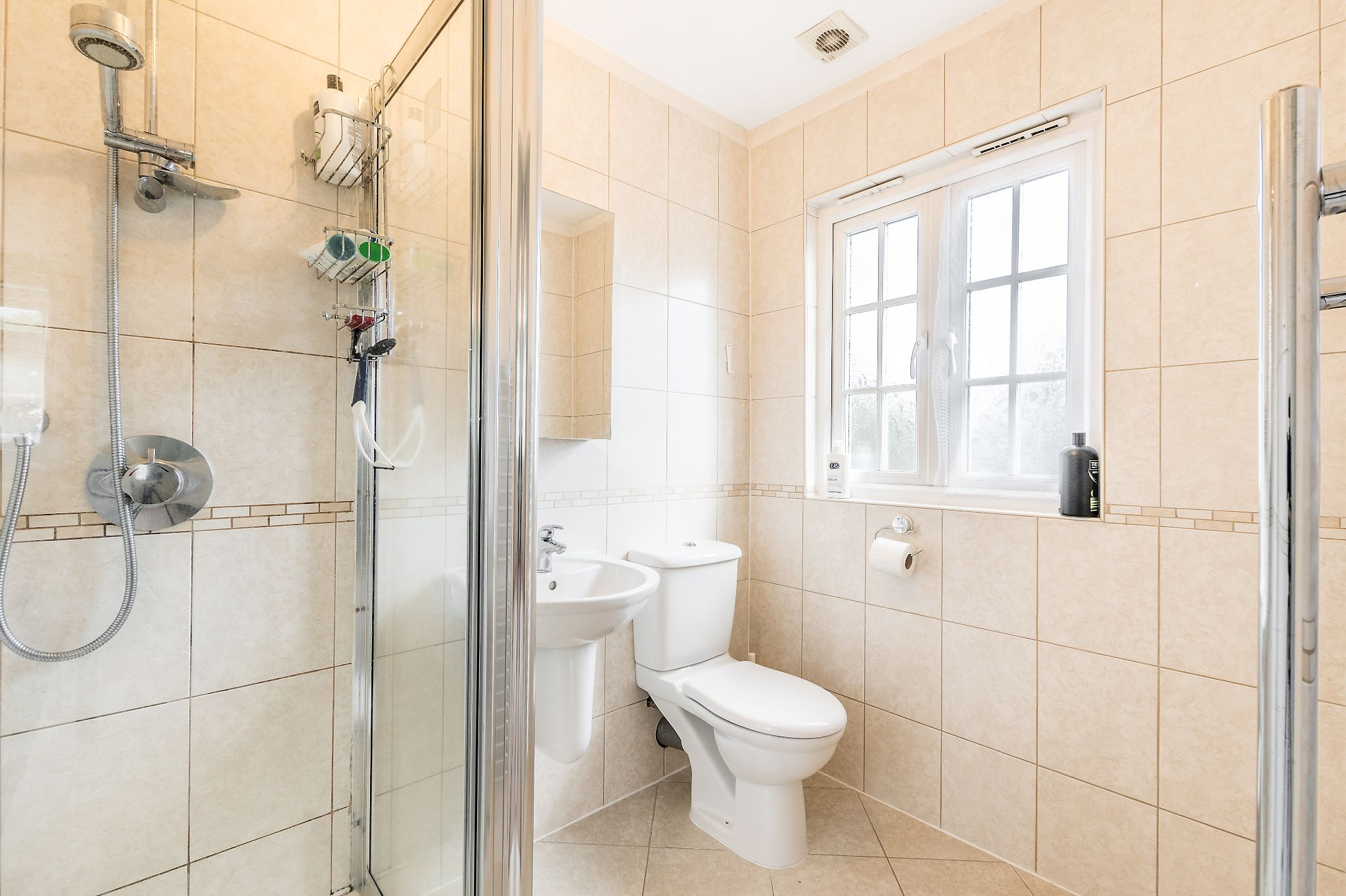 3 bedroom detached bungalow For Sale in Sevenoaks - Photograph 11