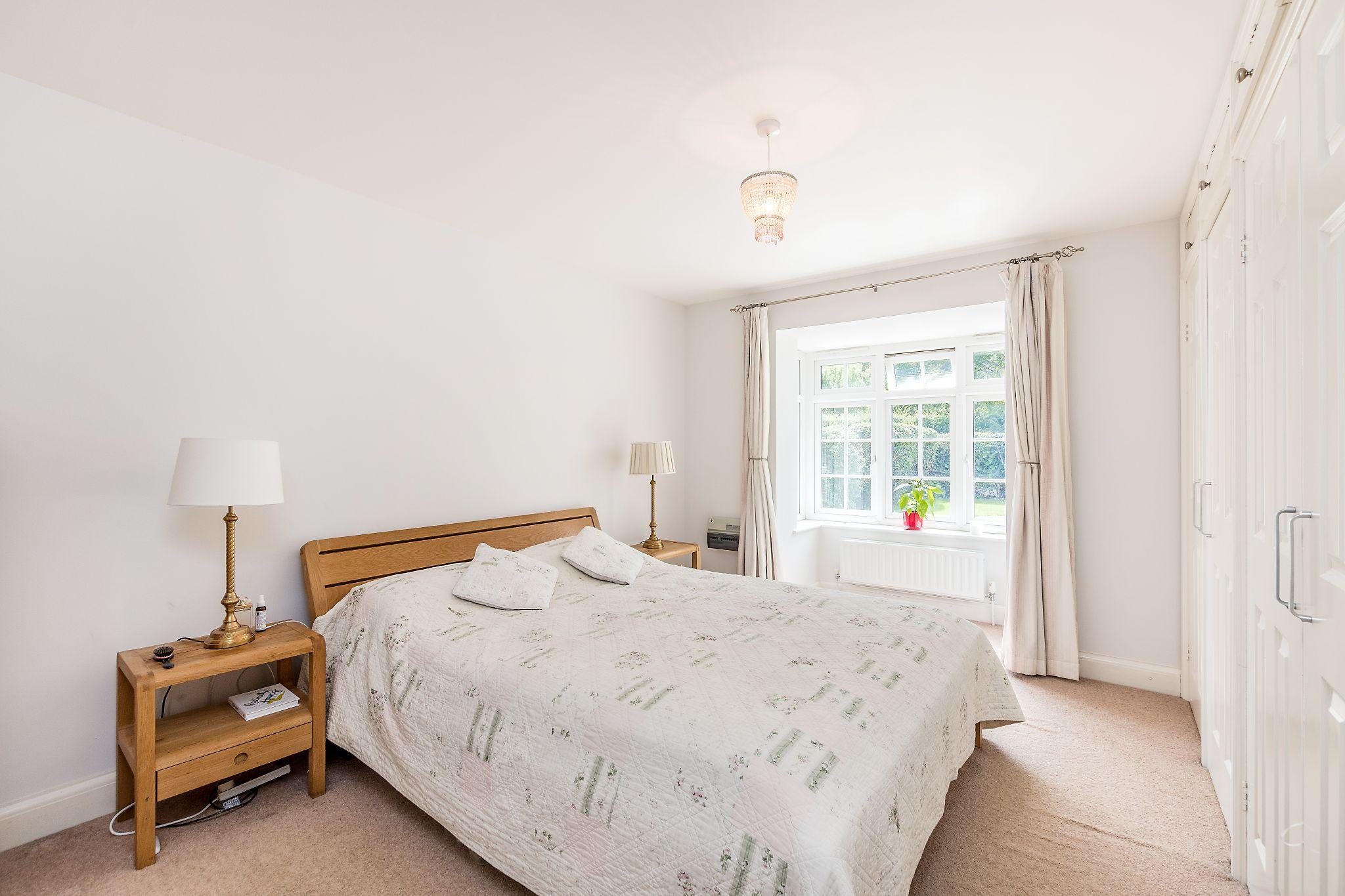 3 bedroom detached bungalow For Sale in Sevenoaks - Photograph 7