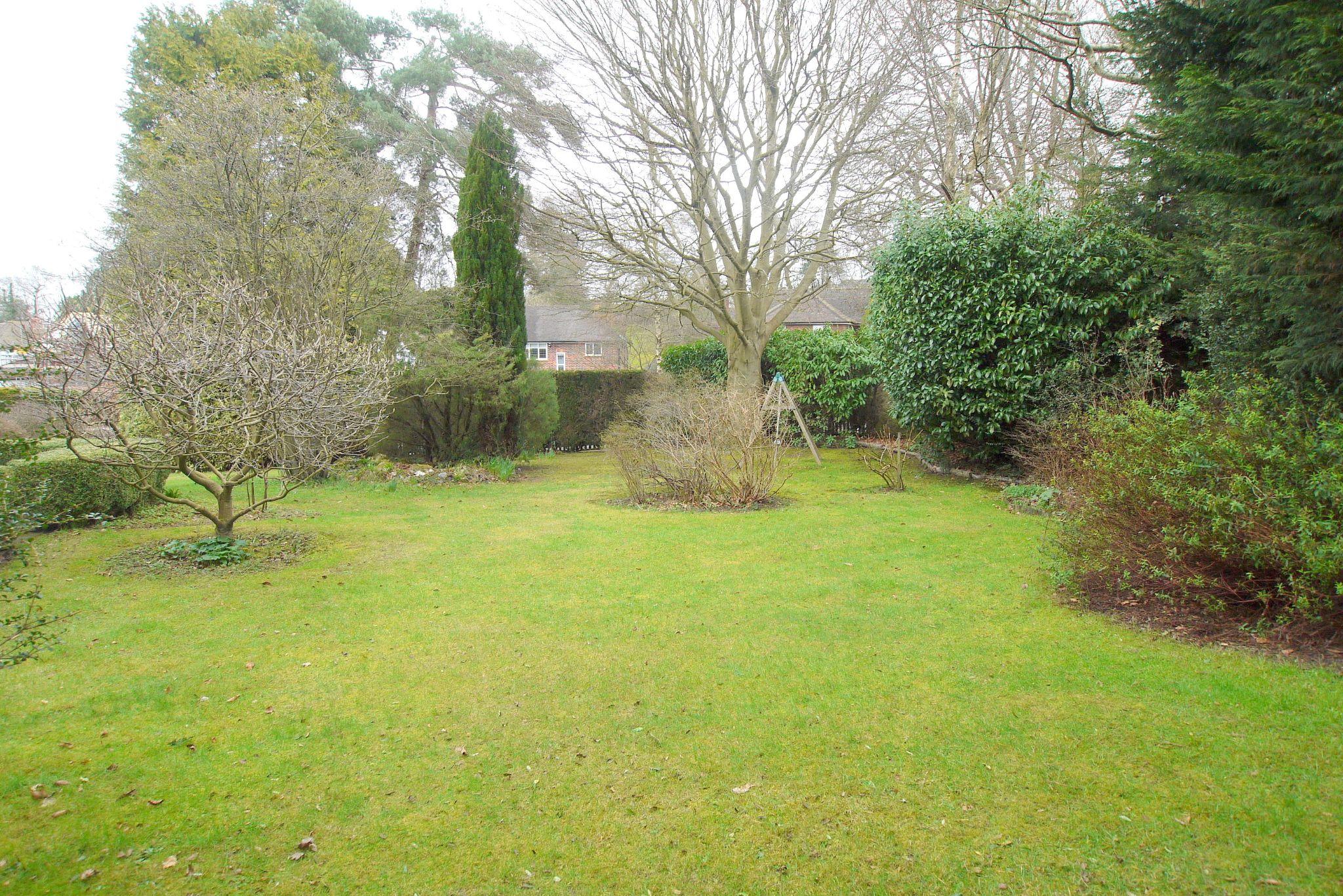 4 bedroom detached house Sold in Sevenoaks - Photograph 13