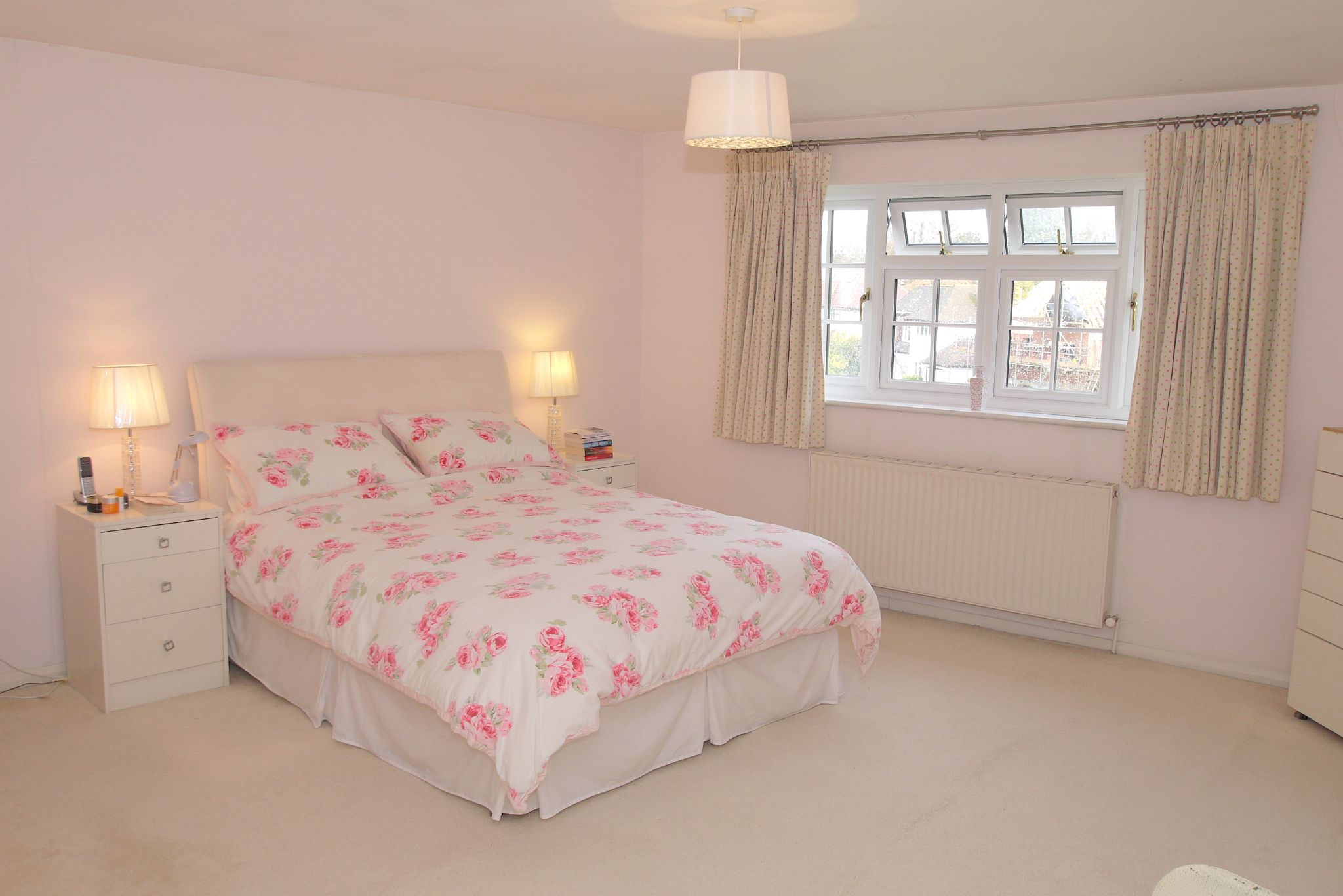 4 bedroom detached house Sold in Sevenoaks - Photograph 9