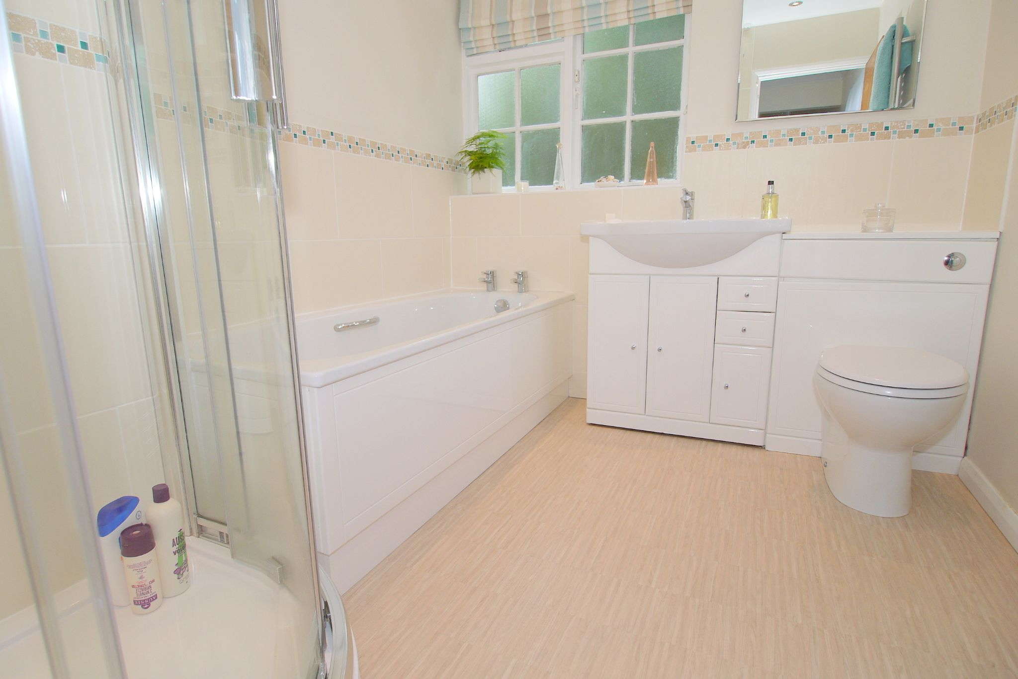 4 bedroom detached house Sold in Sevenoaks - Photograph 11