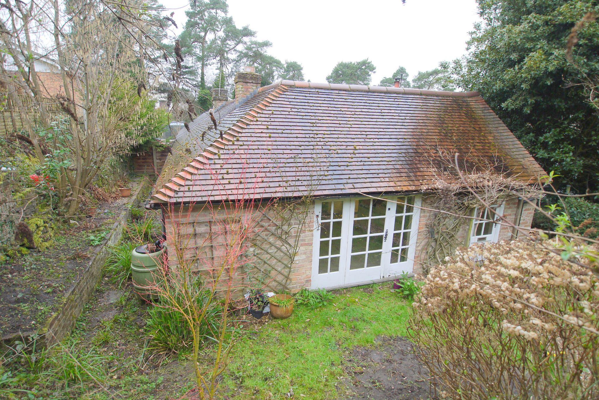 4 bedroom semi-detached bungalow Sale Agreed in Sevenoaks - Photograph 8