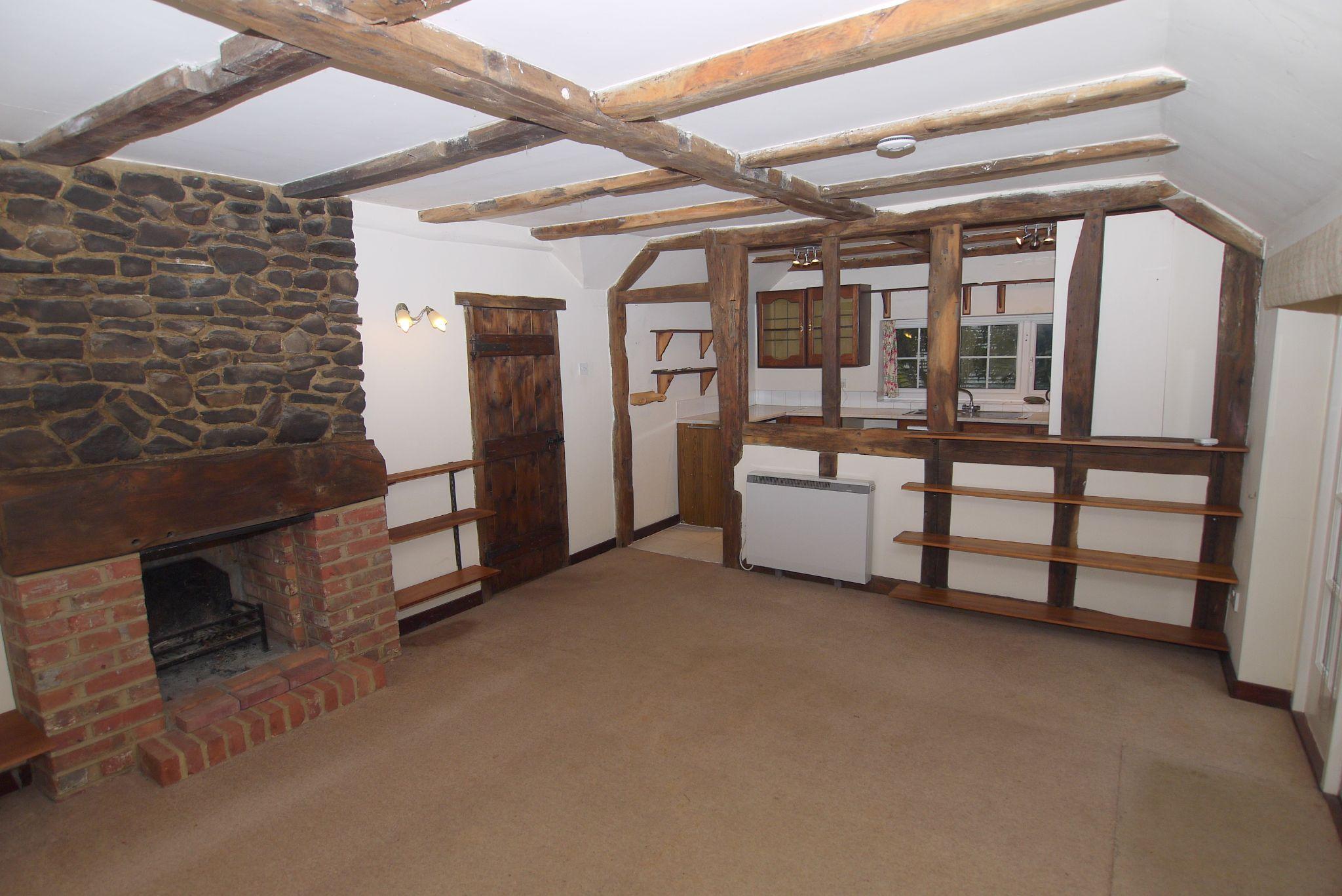 4 bedroom semi-detached bungalow For Sale in Sevenoaks - Property photograph