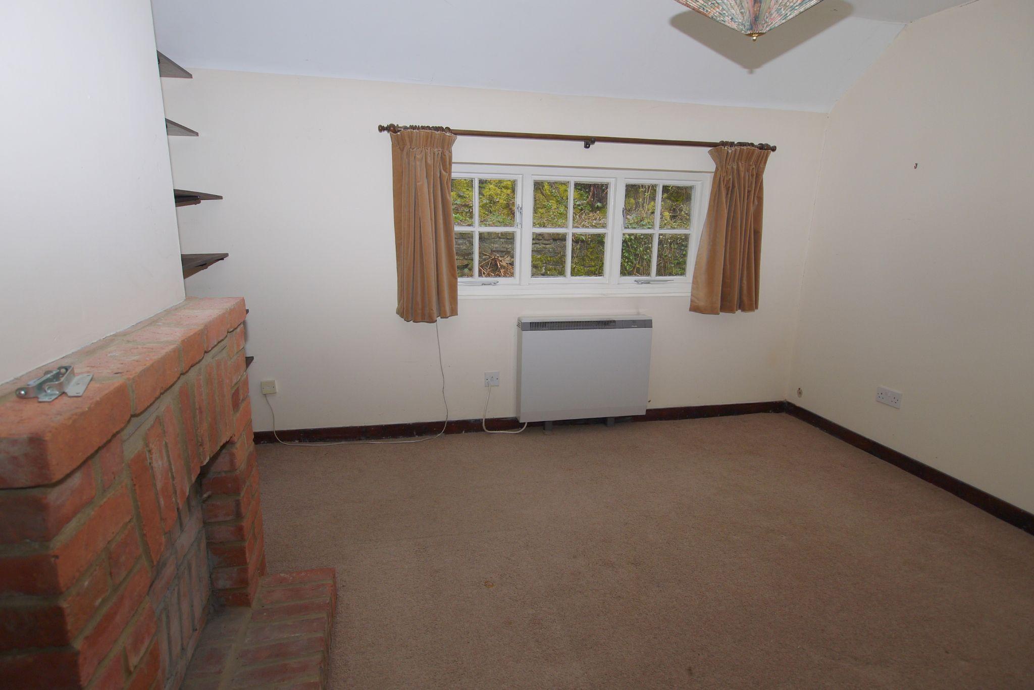 4 bedroom semi-detached bungalow Sale Agreed in Sevenoaks - Photograph 5
