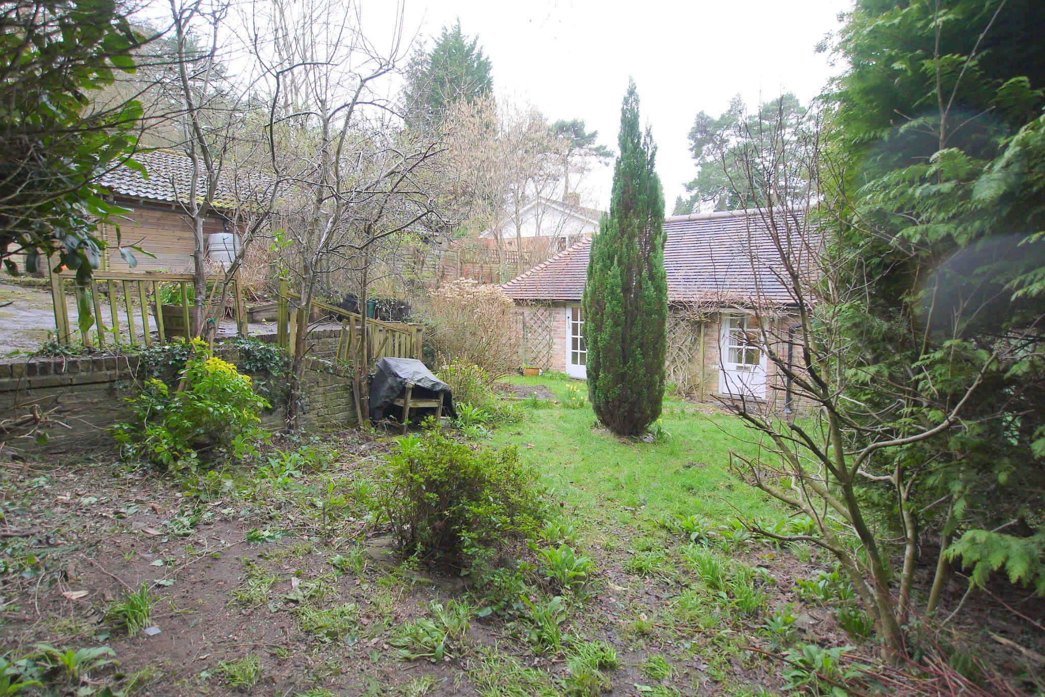 4 bedroom semi-detached bungalow Sale Agreed in Sevenoaks - Photograph 7