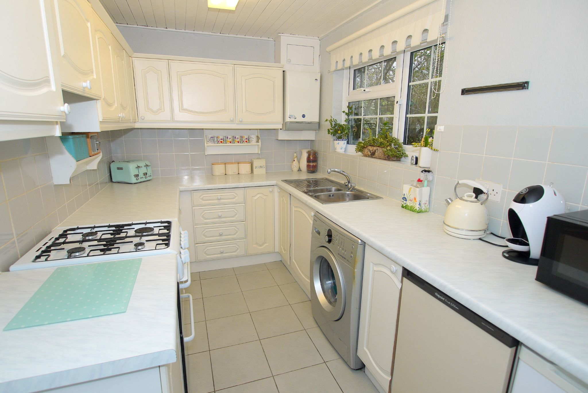 3 bedroom semi-detached house Sold in Tonbridge - Photograph 4