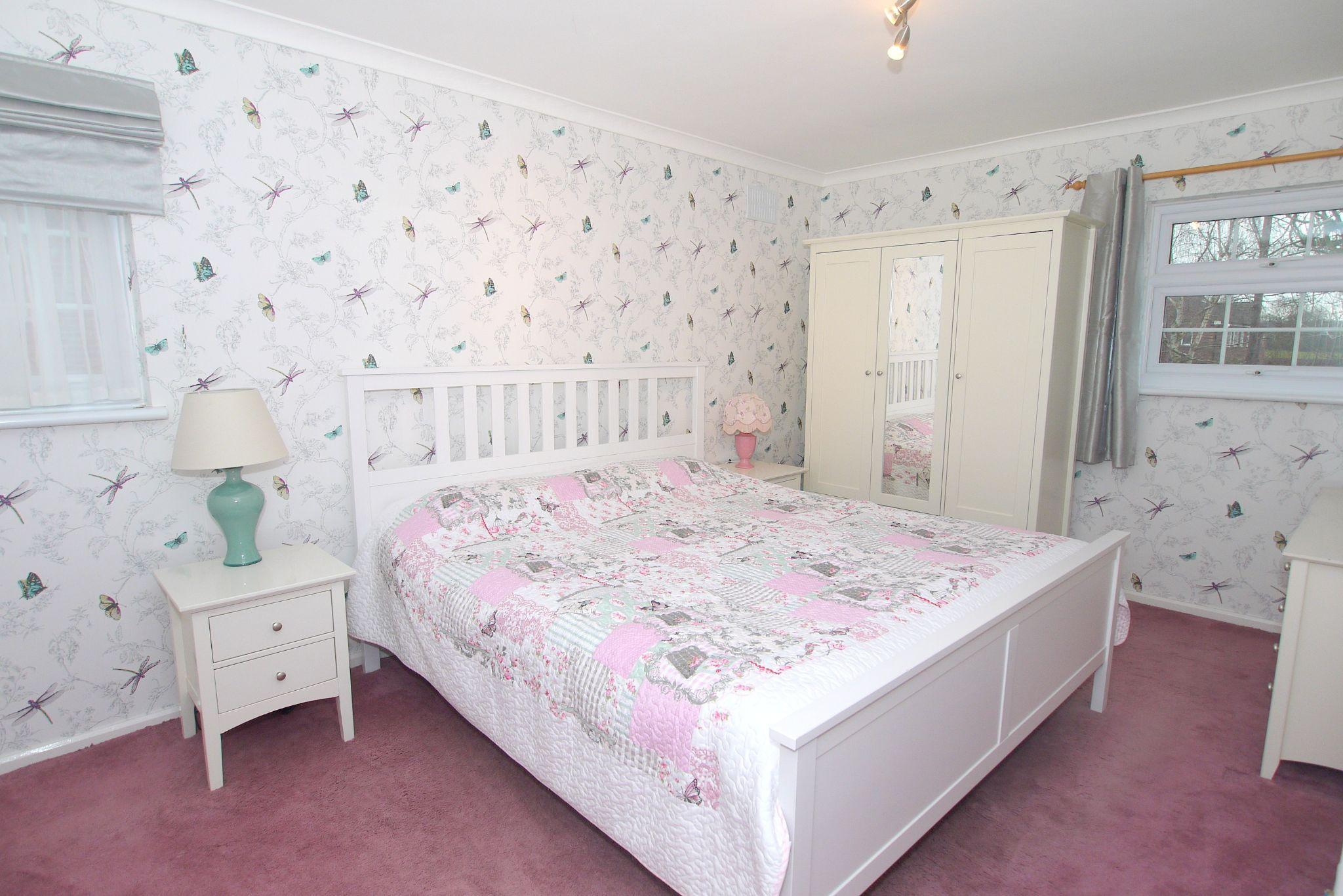 3 bedroom semi-detached house Sold in Tonbridge - Photograph 5