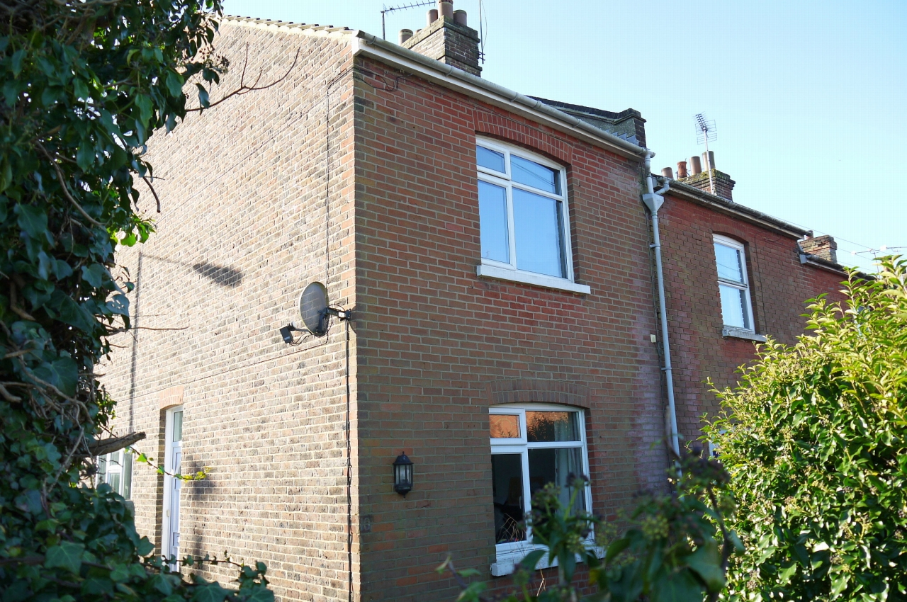 3 bedroom end terraced house Sale Agreed in Sevenoaks - Photograph 1
