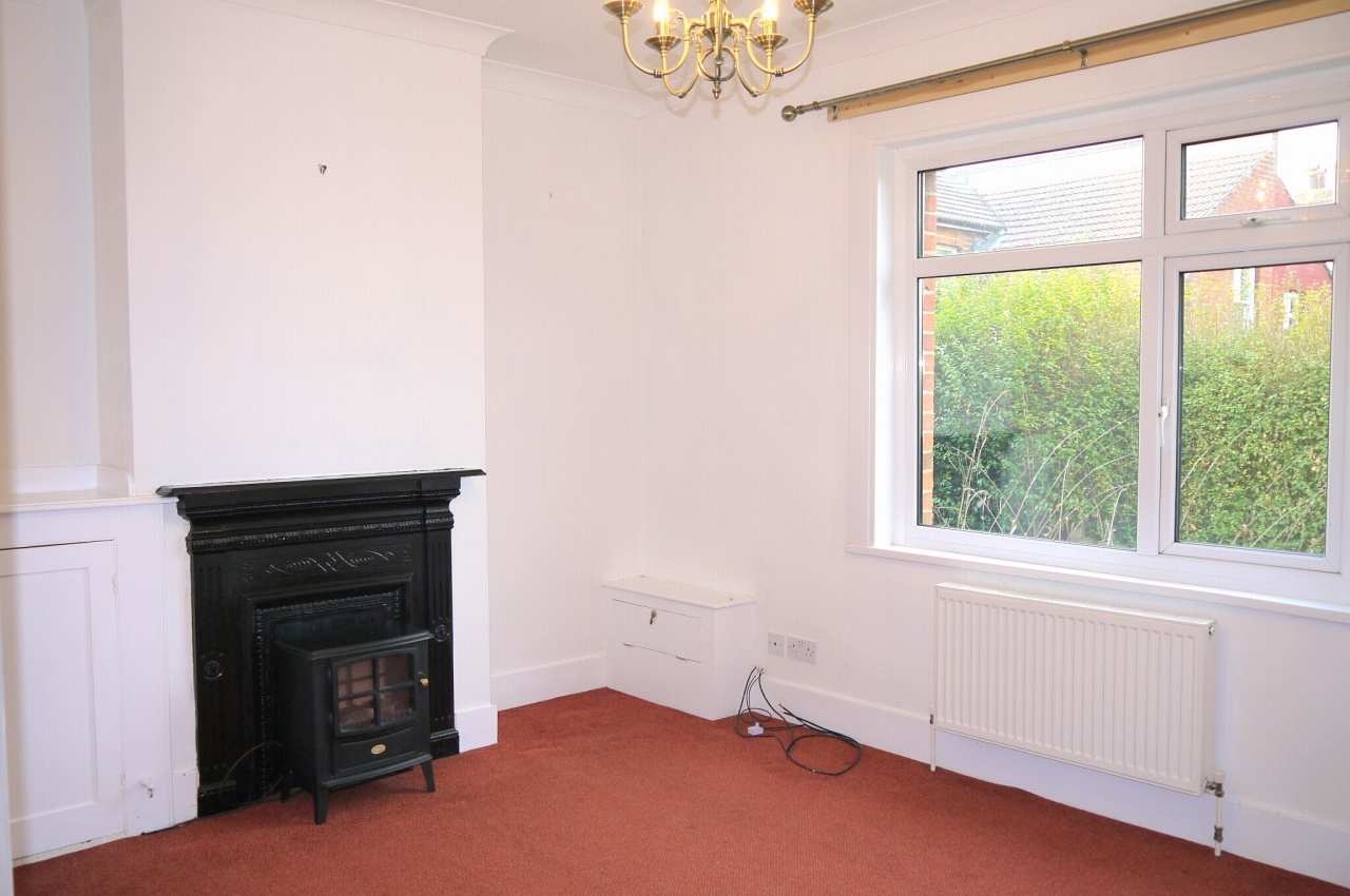 3 bedroom end terraced house Sale Agreed in Sevenoaks - Photograph 2