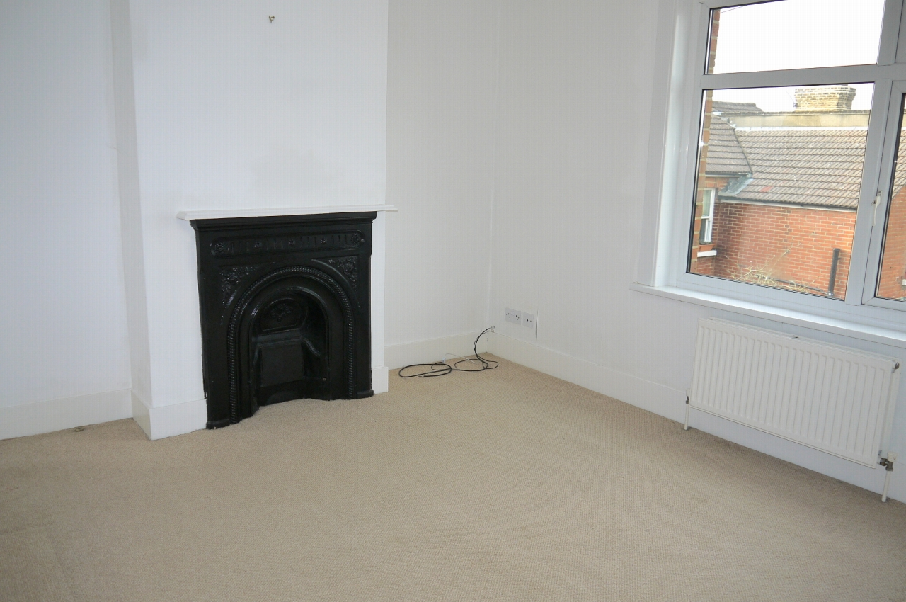 3 bedroom end terraced house Sale Agreed in Sevenoaks - Photograph 5