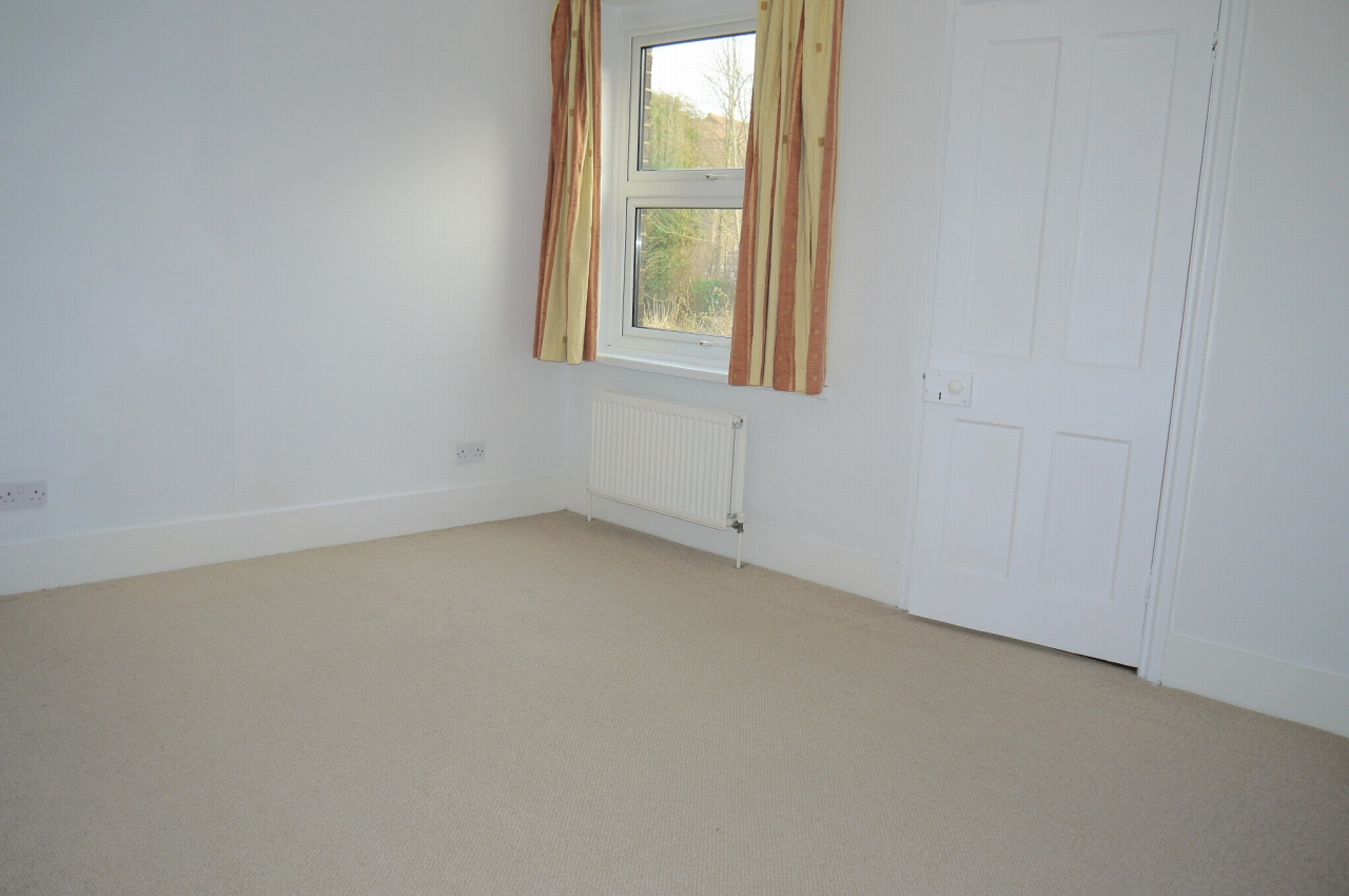 3 bedroom end terraced house Sale Agreed in Sevenoaks - Photograph 7
