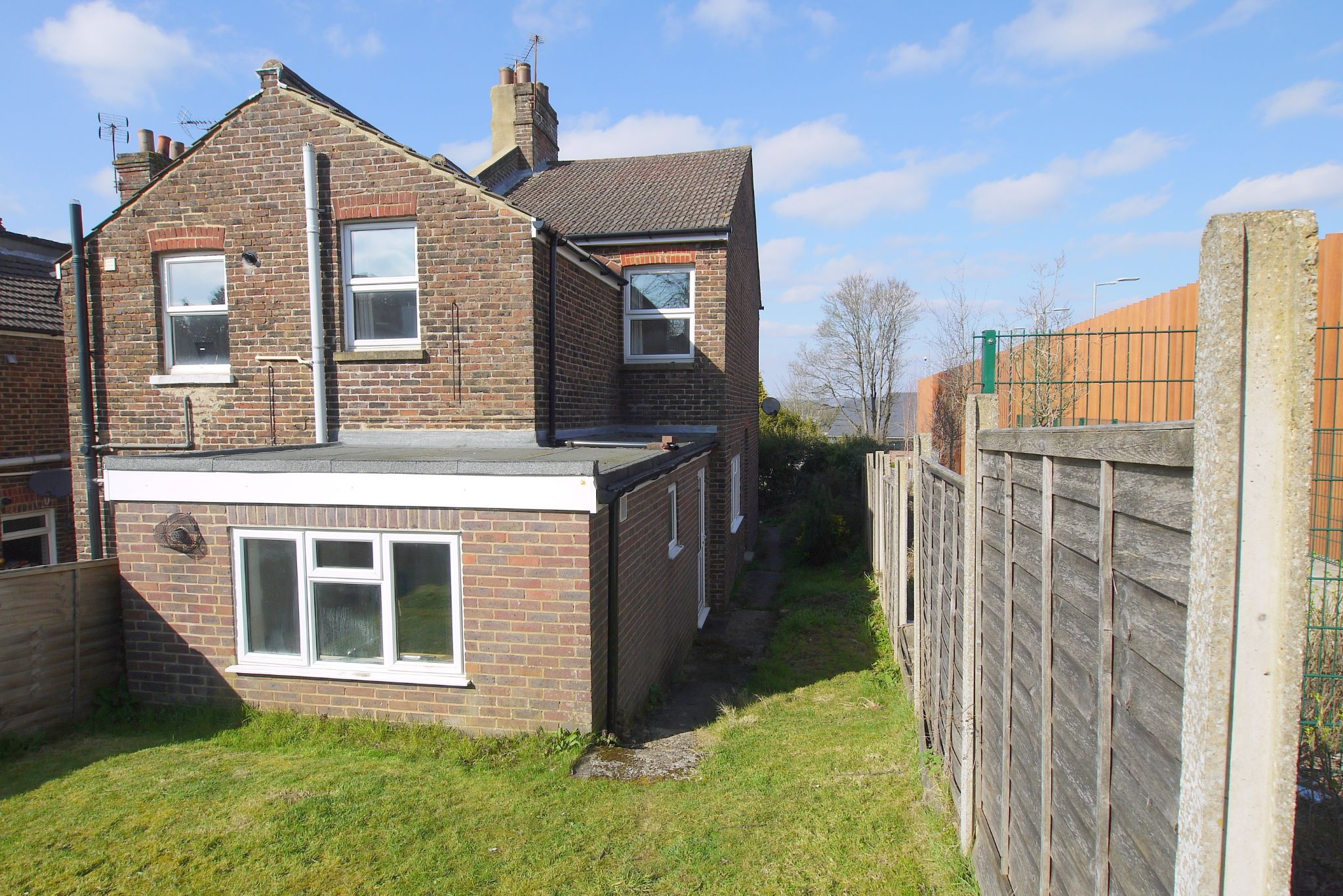 3 bedroom end terraced house Sale Agreed in Sevenoaks - Photograph 9