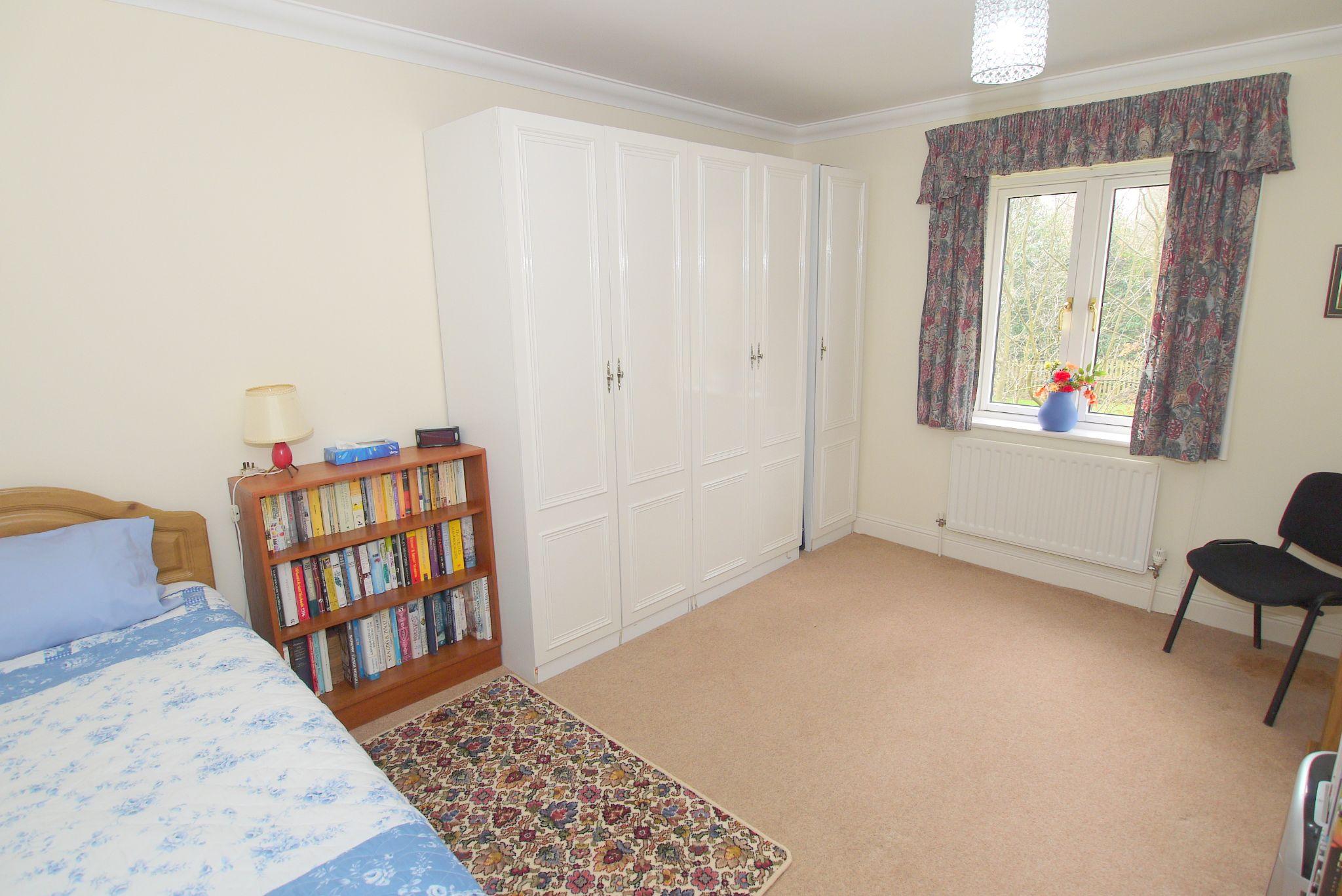 2 bedroom ground floor For Sale in Sevenoaks - Photograph 9