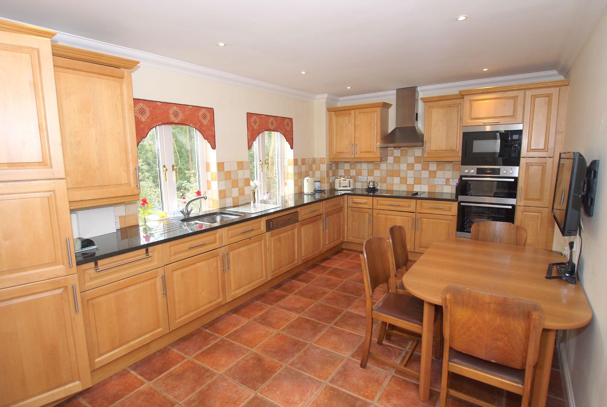 2 bedroom ground floor For Sale in Sevenoaks - Photograph 7