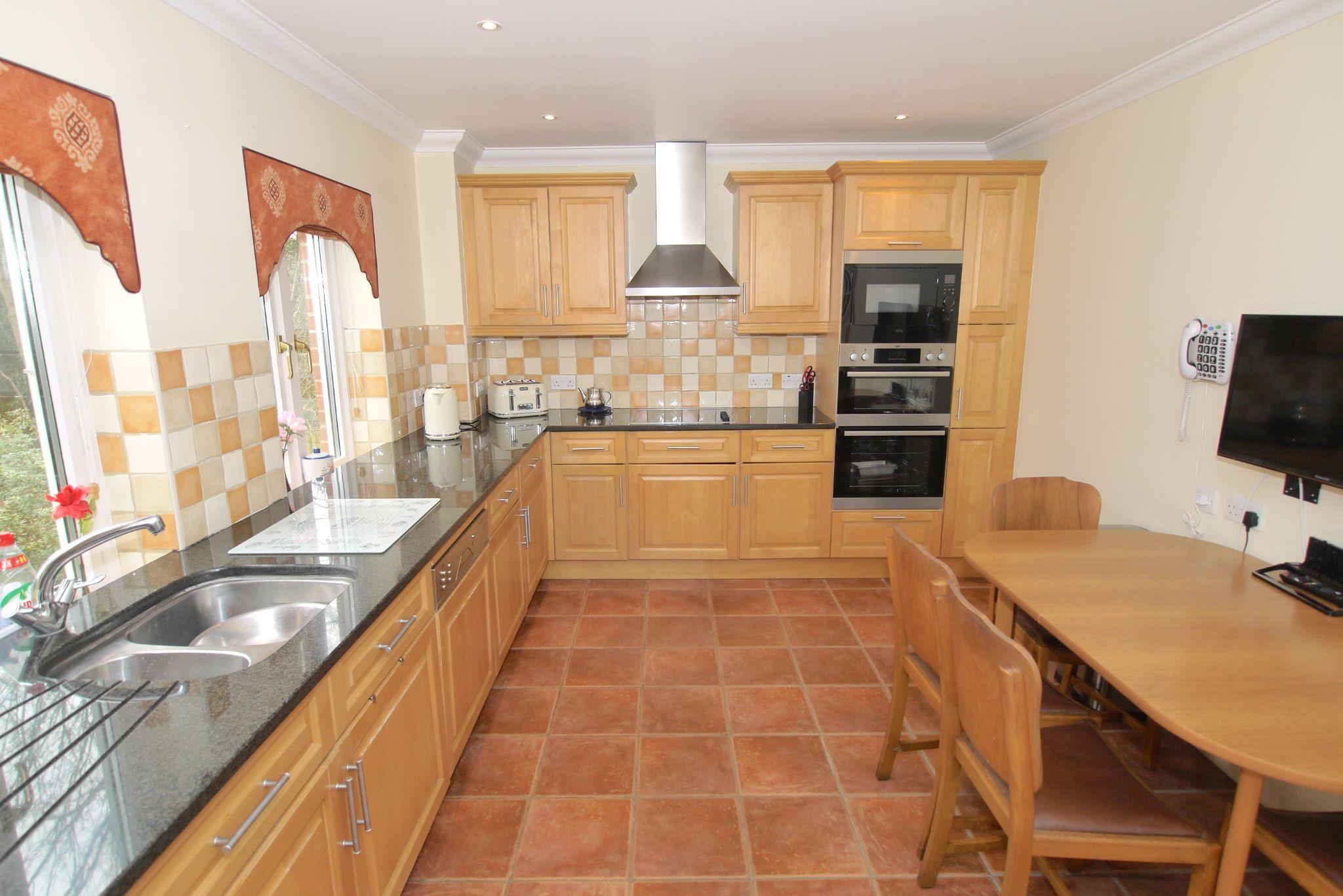 2 bedroom ground floor For Sale in Sevenoaks - Photograph 6