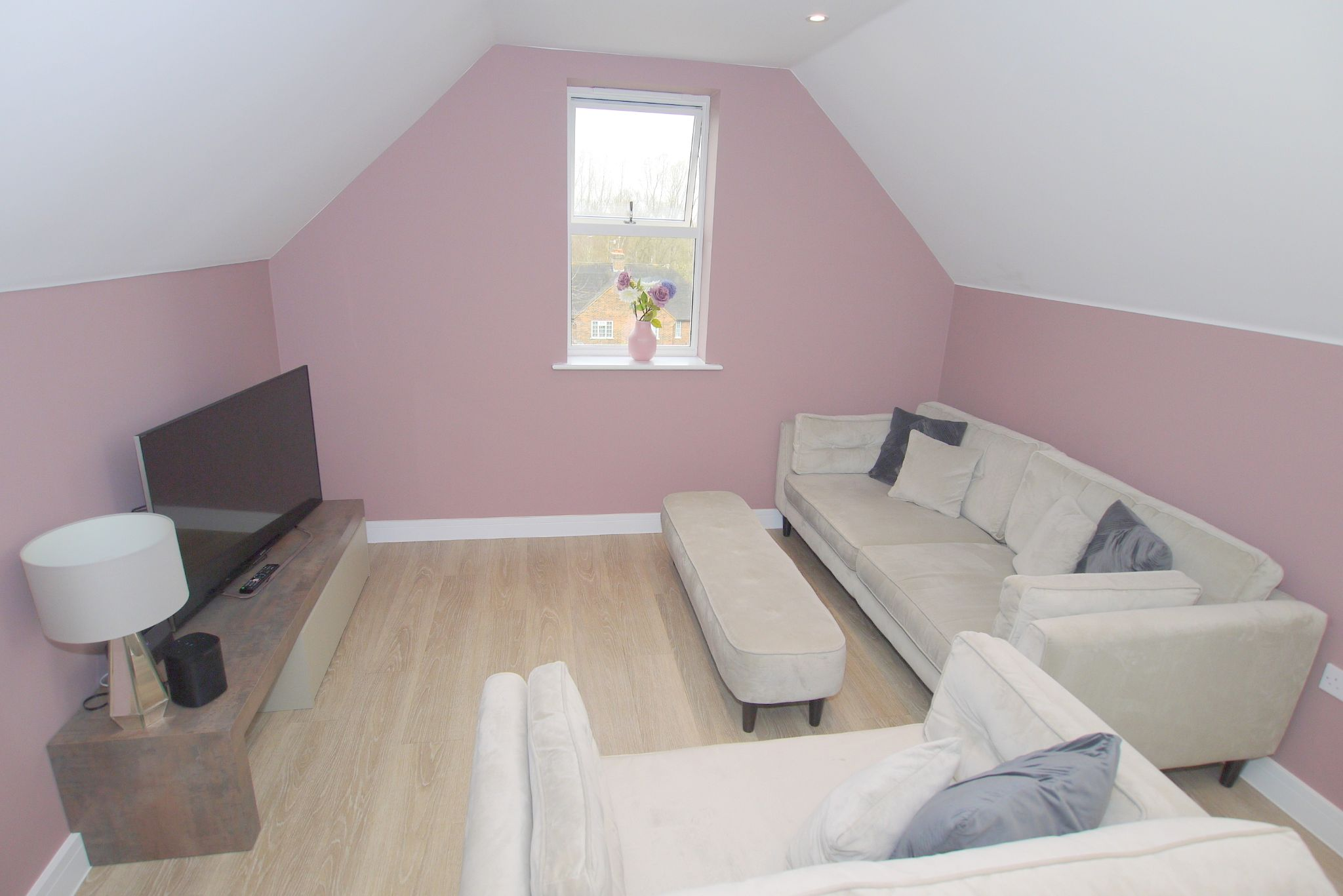2 bedroom apartment Sale Agreed in Sevenoaks - Photograph 3