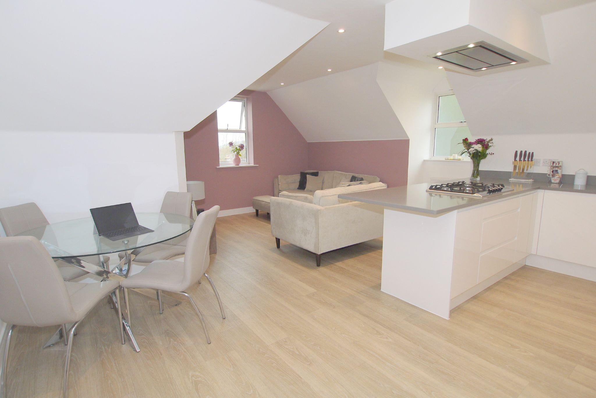 2 bedroom apartment Sale Agreed in Sevenoaks - Photograph 2