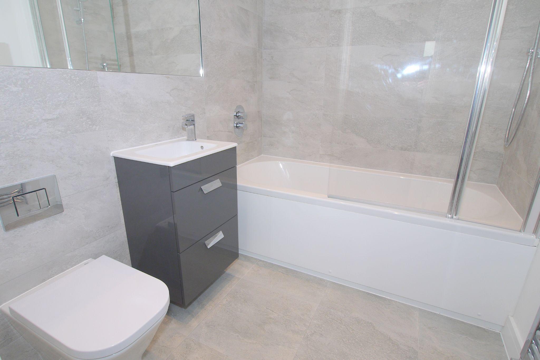2 bedroom apartment Sale Agreed in Sevenoaks - Photograph 7